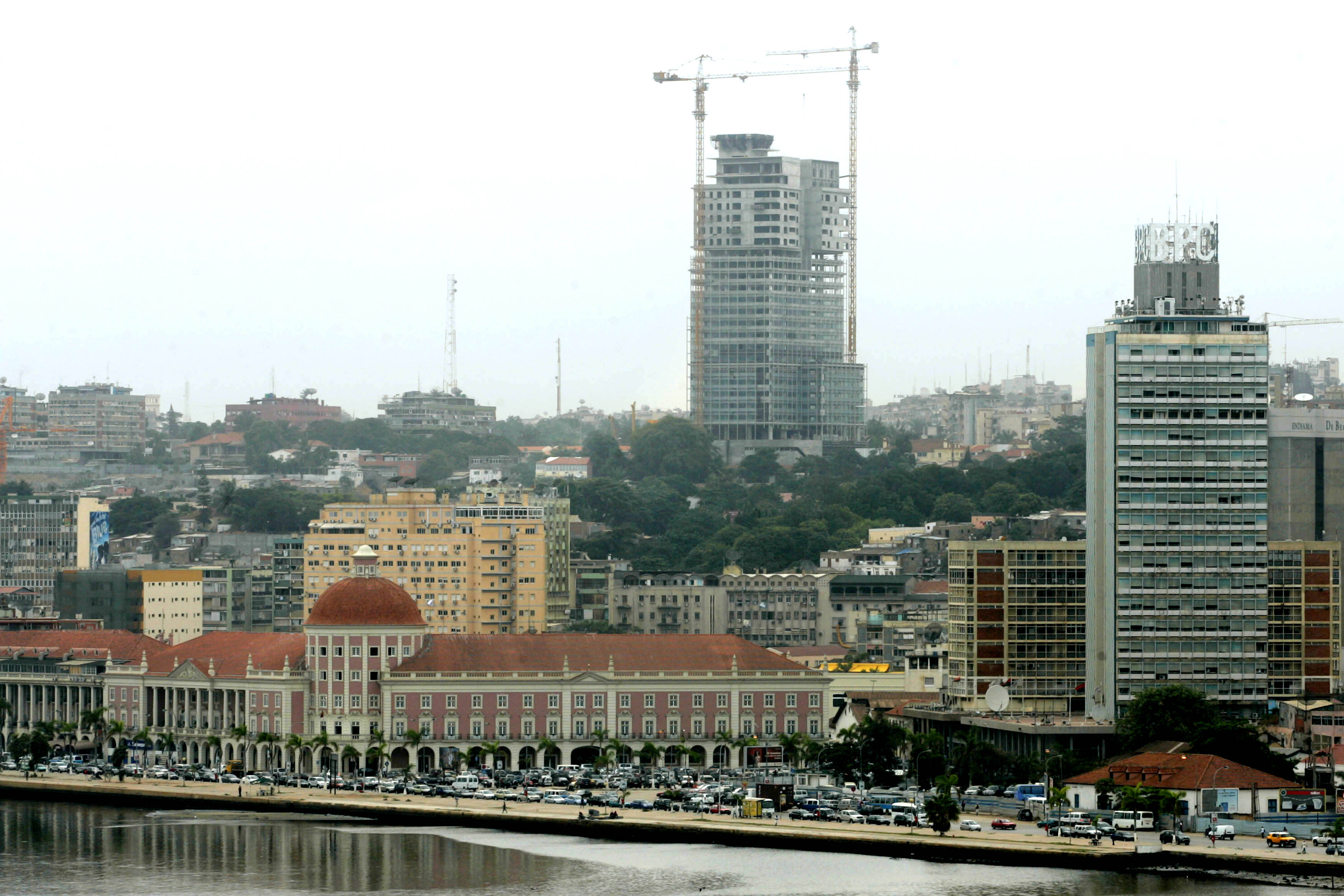 Governo de Luanda com dívida de 170 milhões de euros às operadoras de lixo