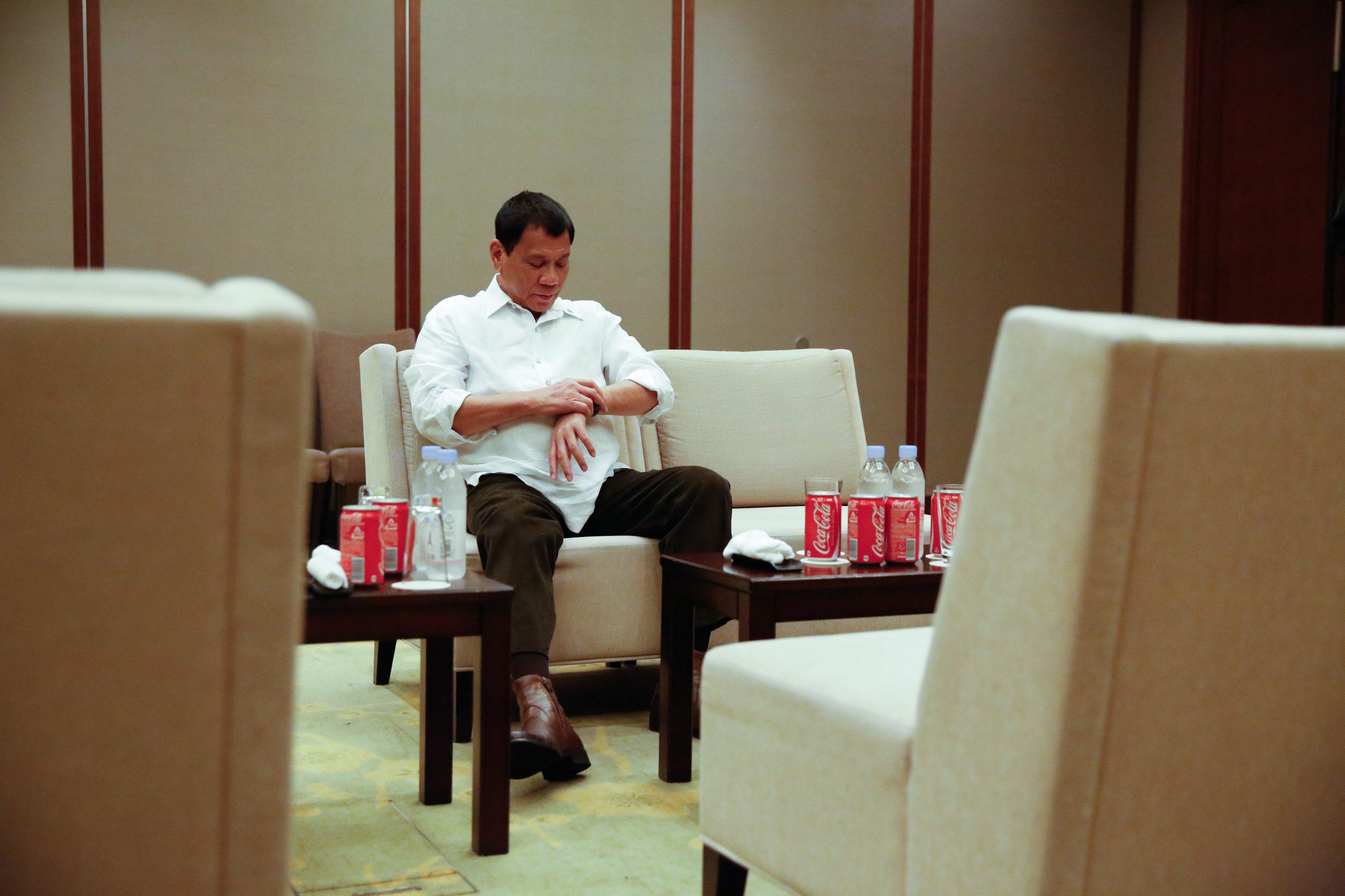 Presidente filipino promete não dizer mais palavrões depois de ter recebido instruções de Deus