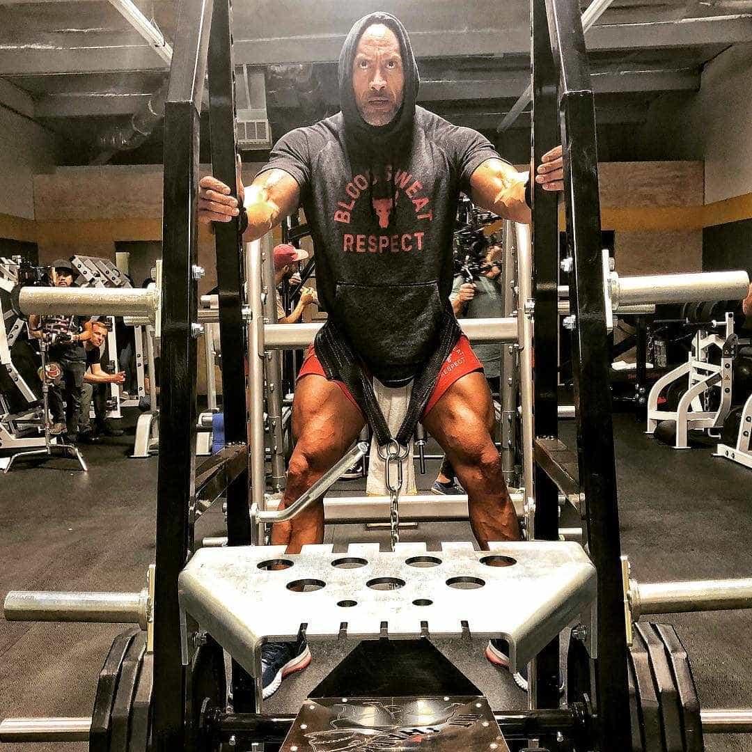 Pernas musculadas de The Rock impressionam os seguidores