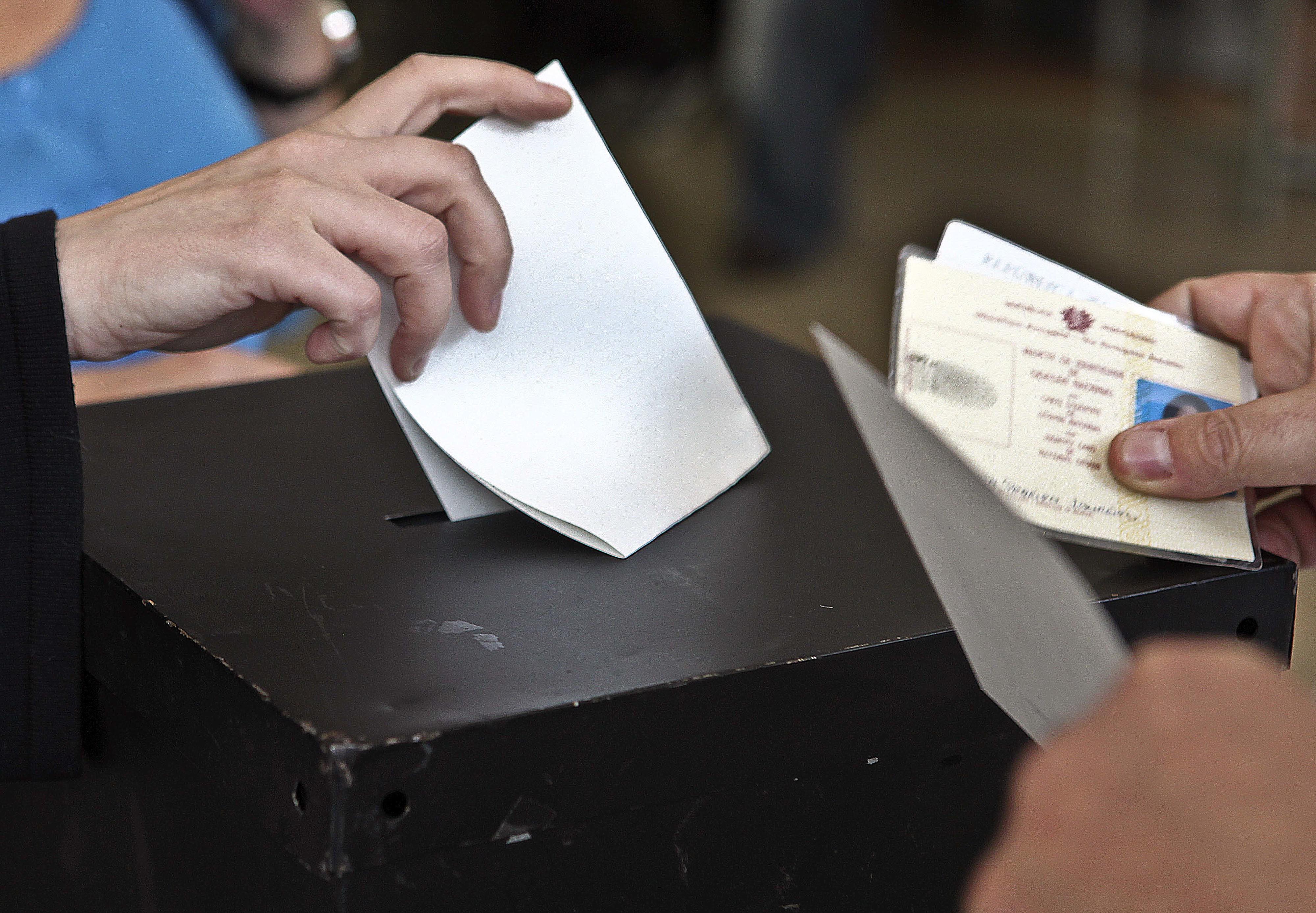 Assembleias de voto abriram às 08:00 no continente e na Madeira