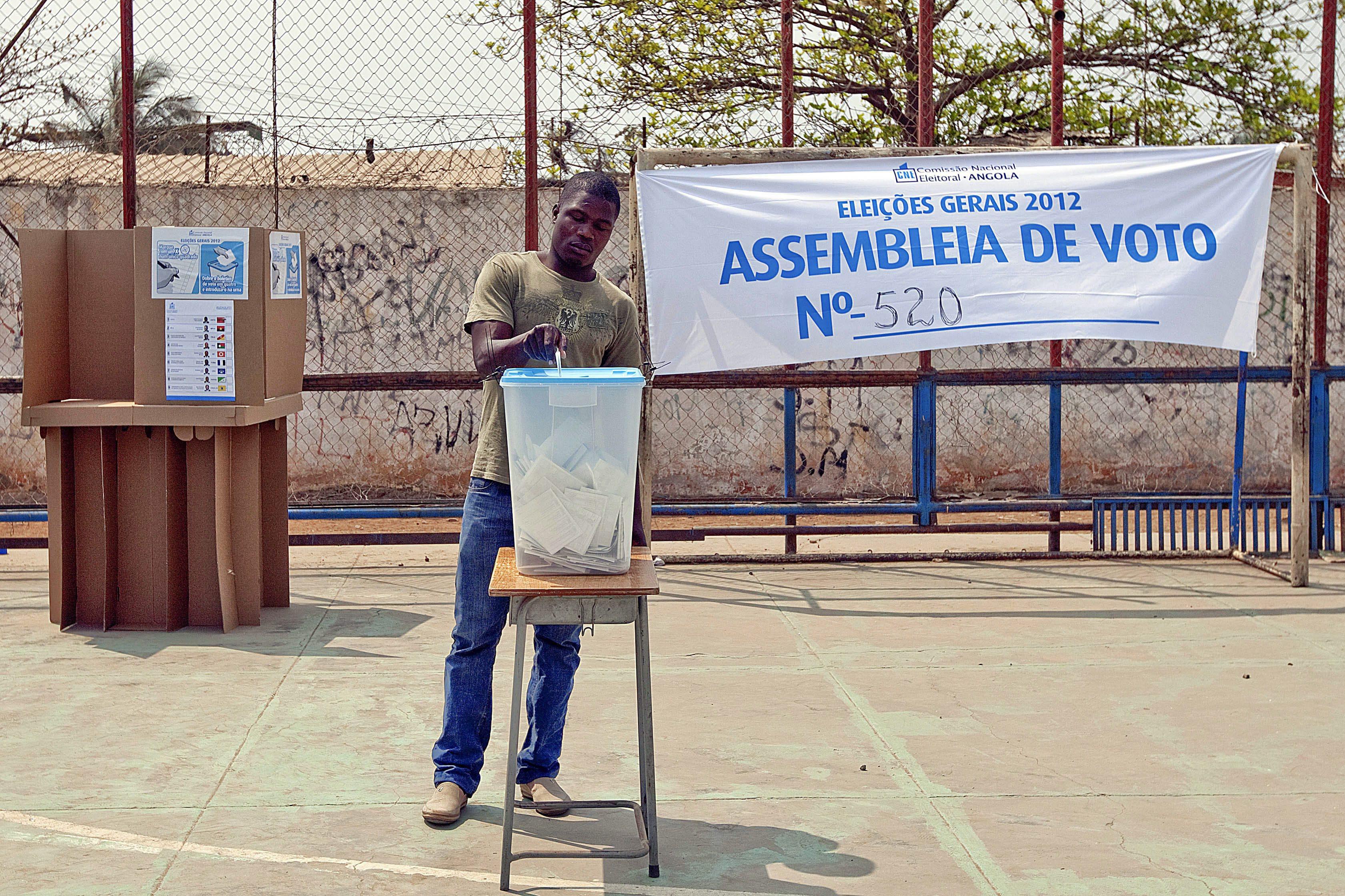 Primeiro dia de registo eleitoral em Angola supera expetativas com actualização de 13 mil
