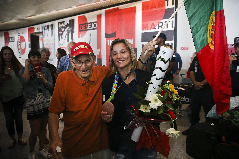 """Medalhada Telma Monteiro """"muito satisfeita"""" no regresso a Portugal"""