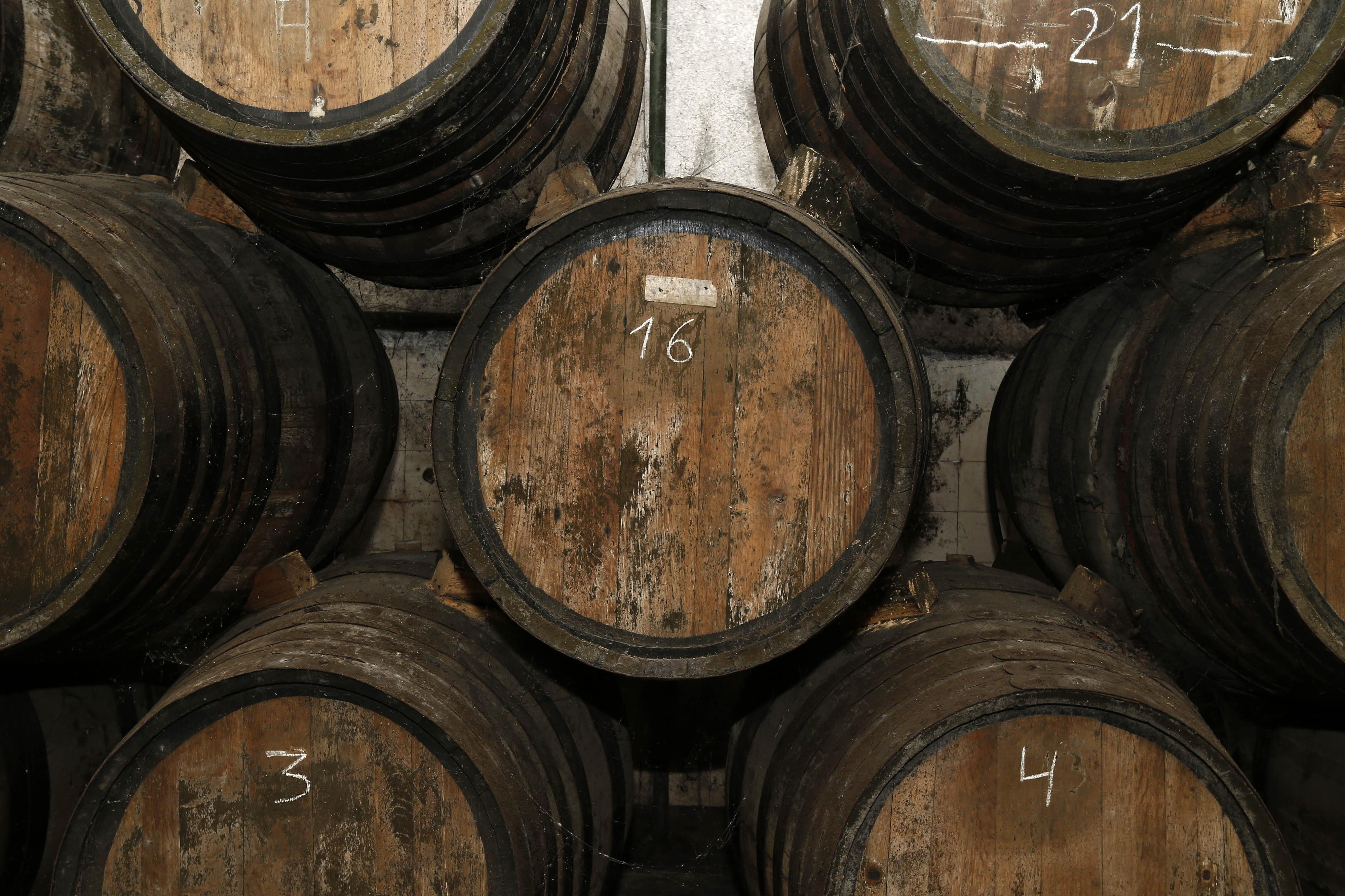 ASAE apreende cerca de 900 litros de vinho e aguardente em Leiria