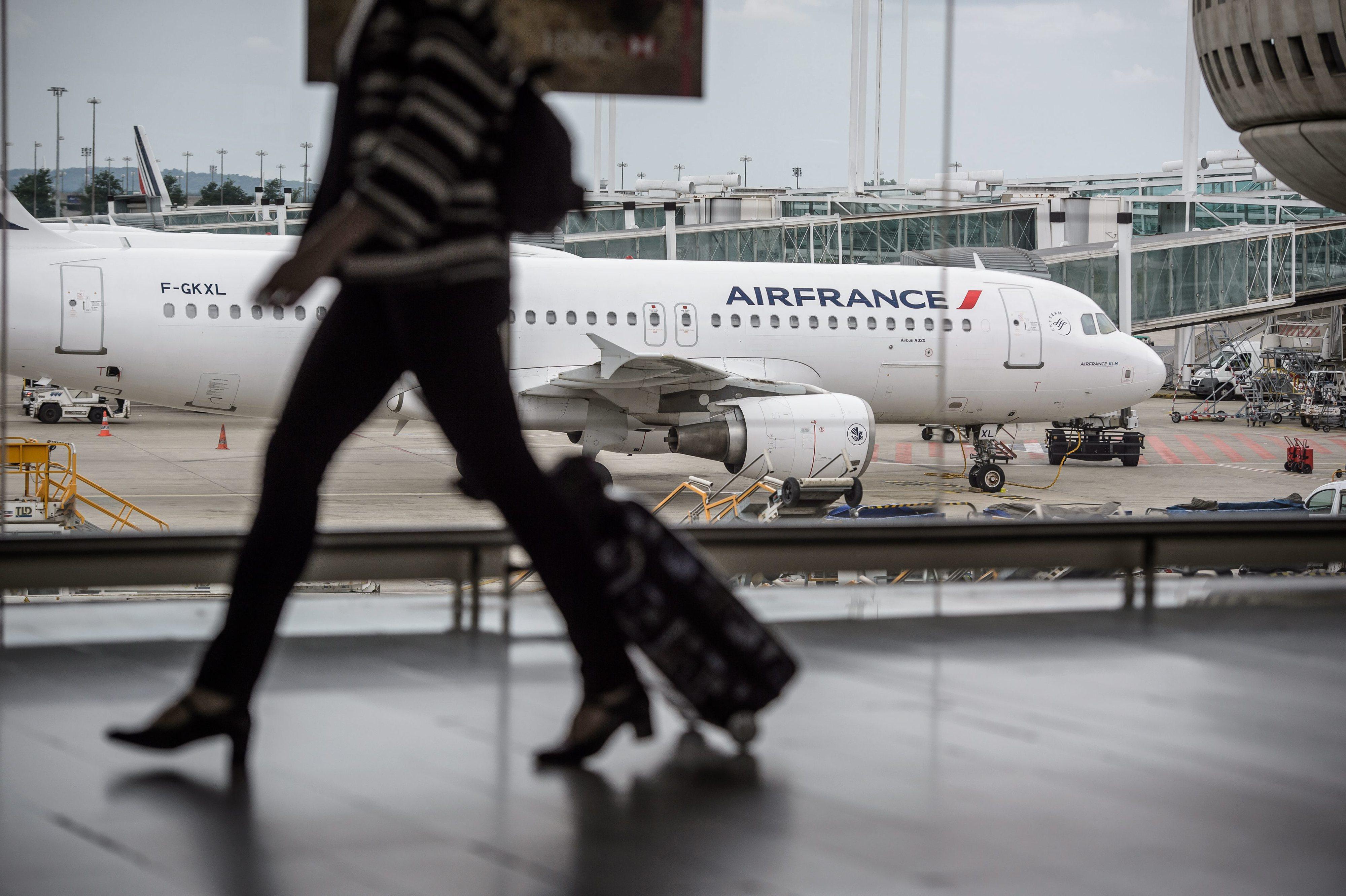 Air France vai cancelar 13% dos voos na 4.ª feira por greve do pessoal de cabine