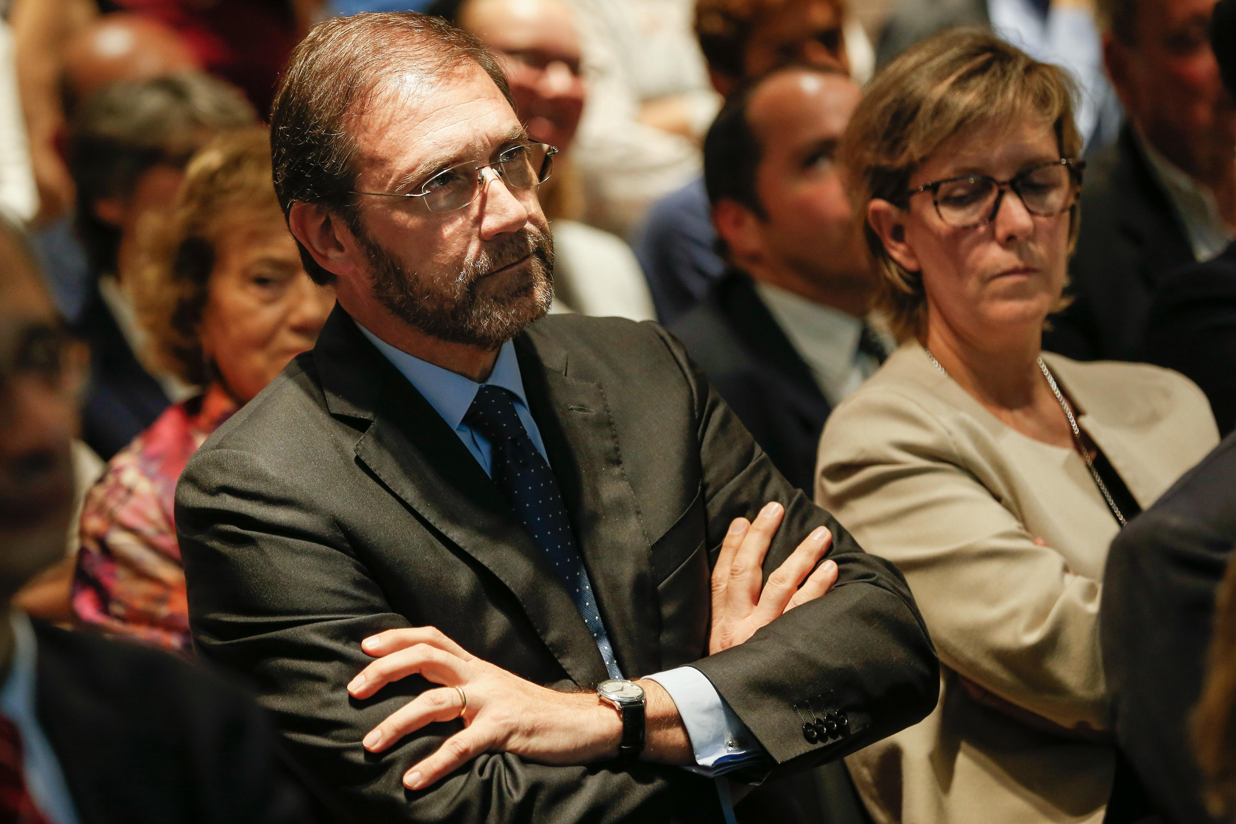Passos Coelho pede aliança à direita para fazer as reformas que o país precisa