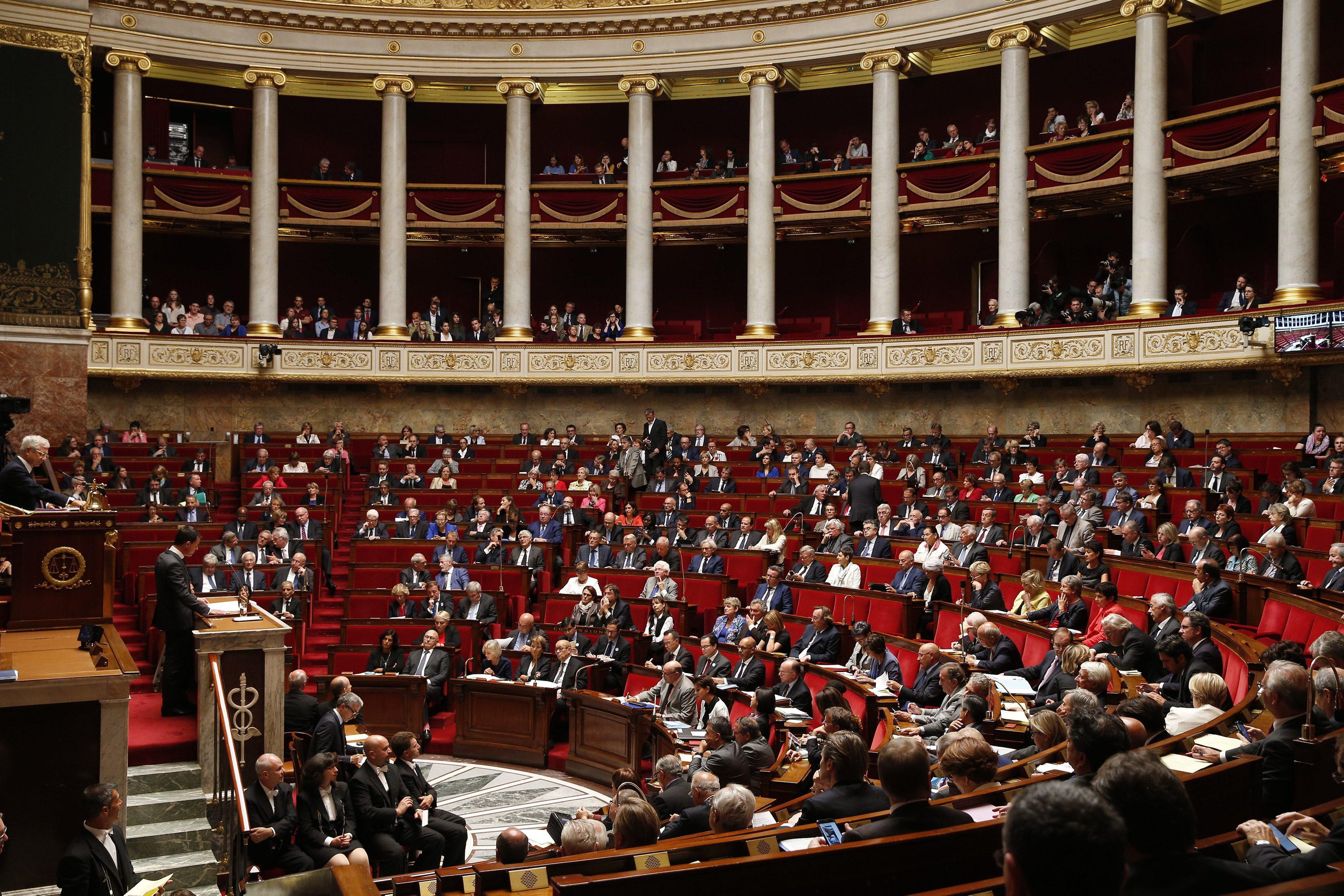 Deputados franceses aprovam inscrição da retirada da nacionalidade na constituição