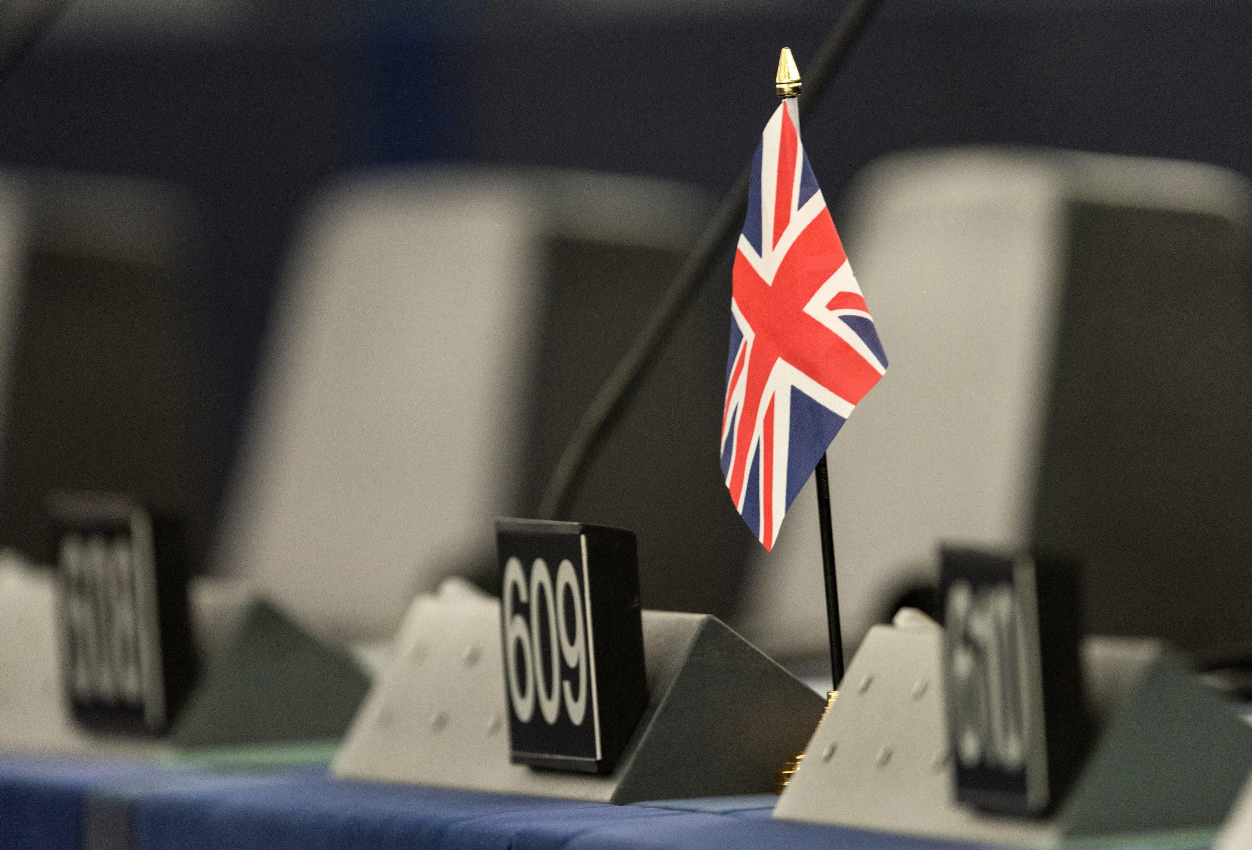 Britânicos começam a votar em eleições antecipadas cruciais para o Brexit