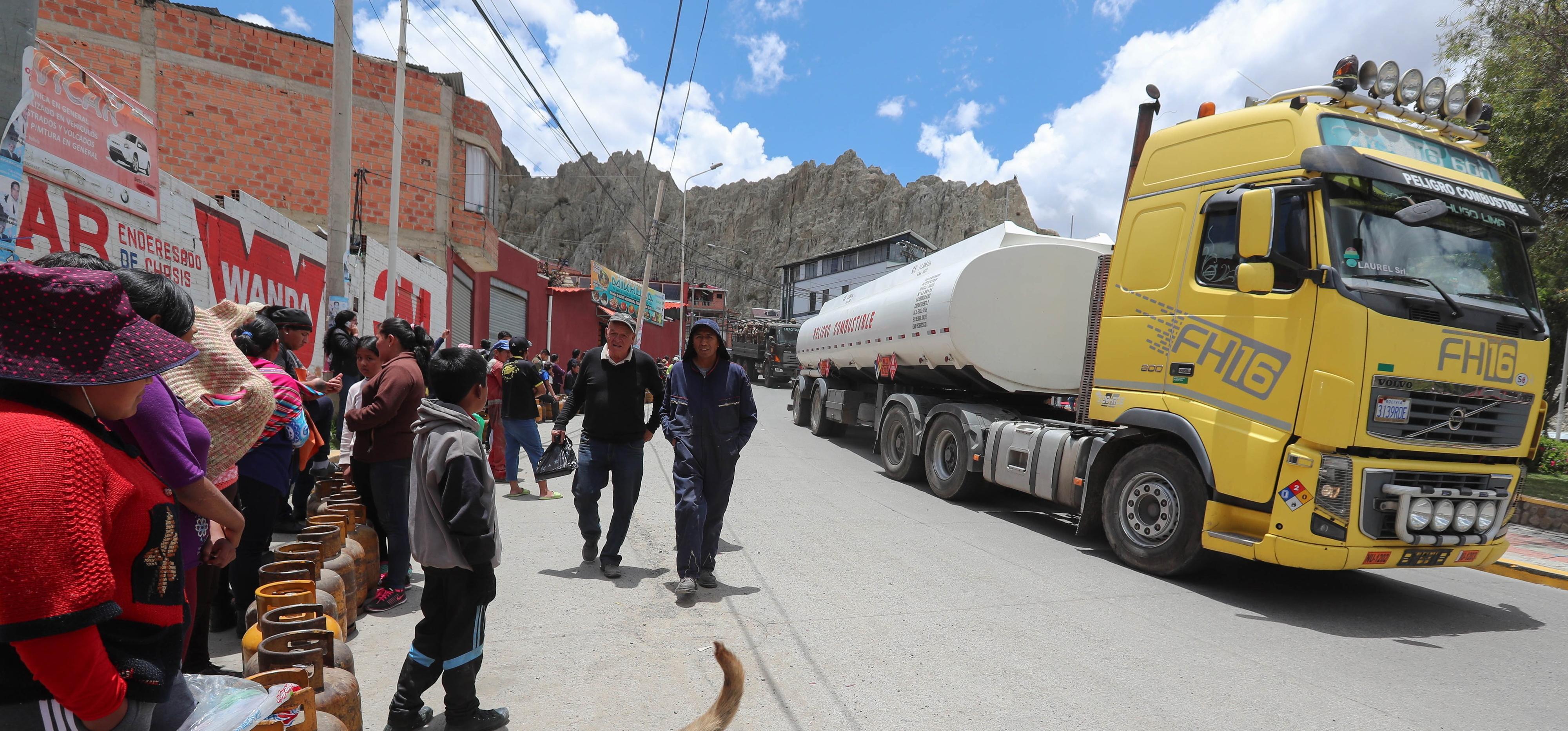 Autoridades da Bolívia reabrem refinaria bloqueada por apoiantes de Evo Morales