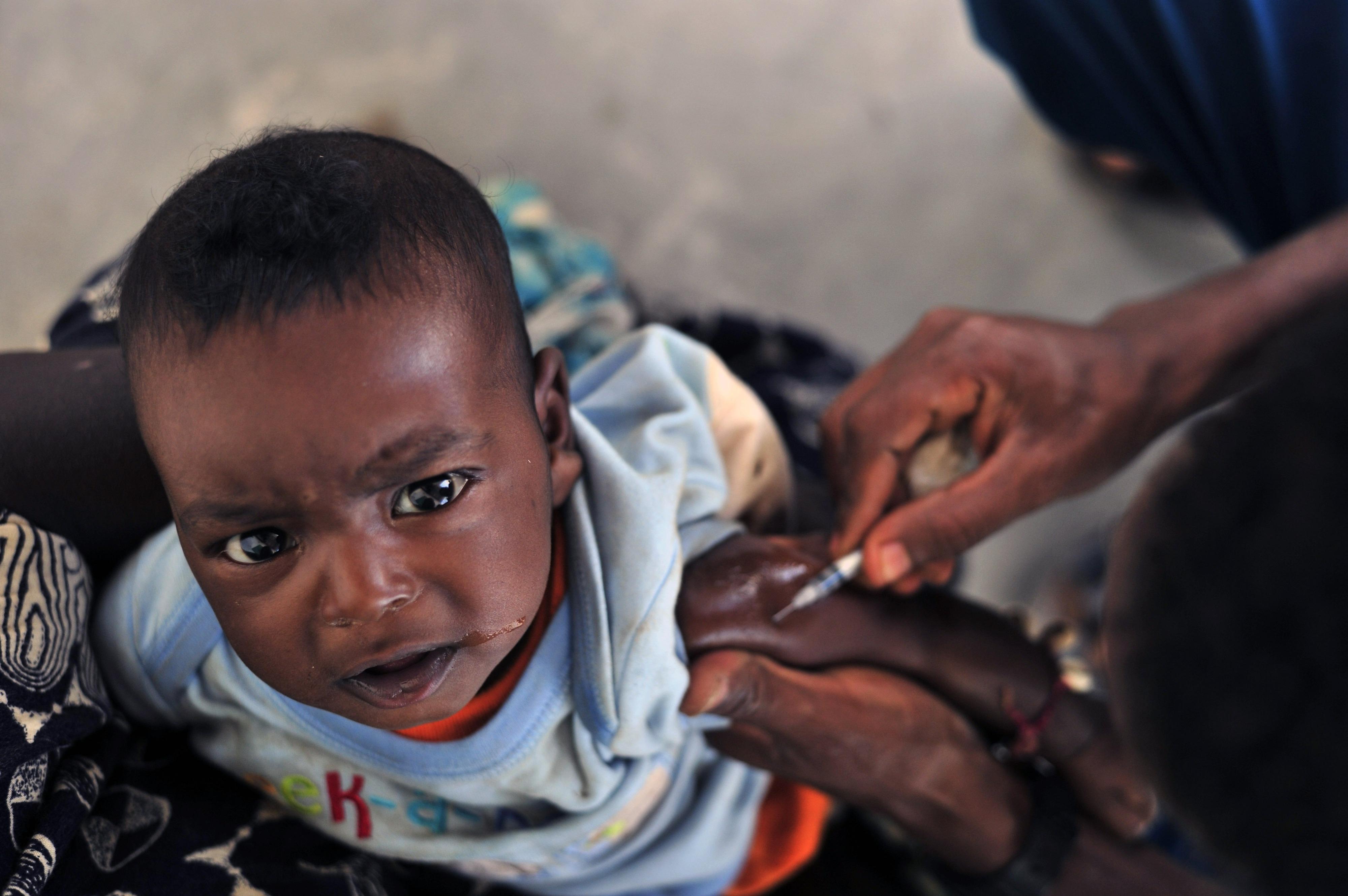 OMS vacina 30 milhões de africanos contra Ébola. Novo surto a caminho