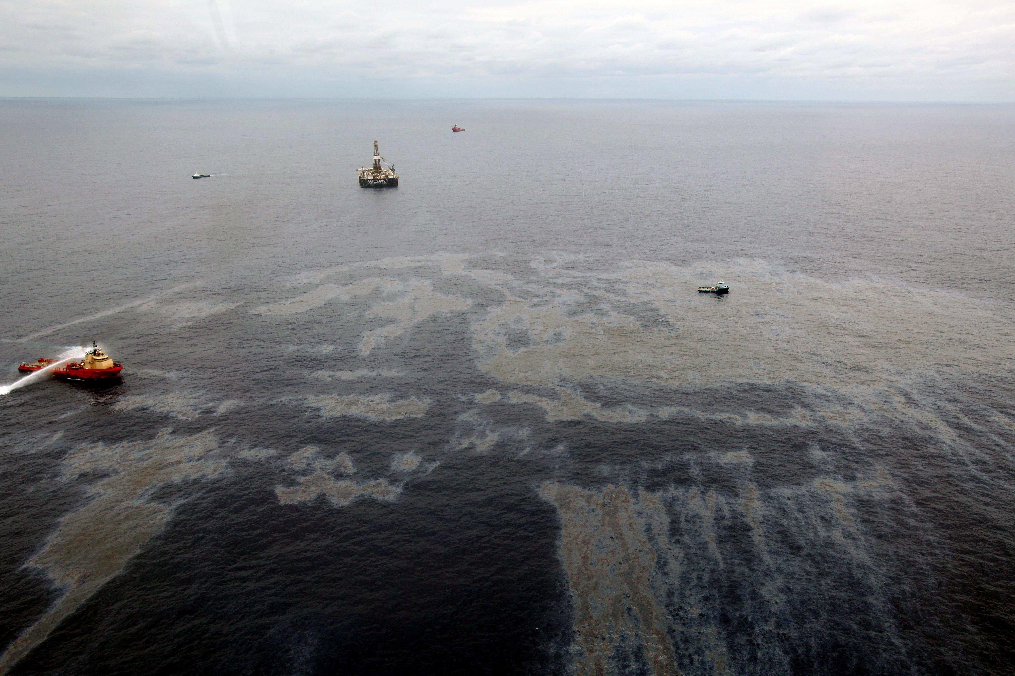 Brasil diz não ter provas sobre responsáveis do derrame de petróleo ao fim de três meses