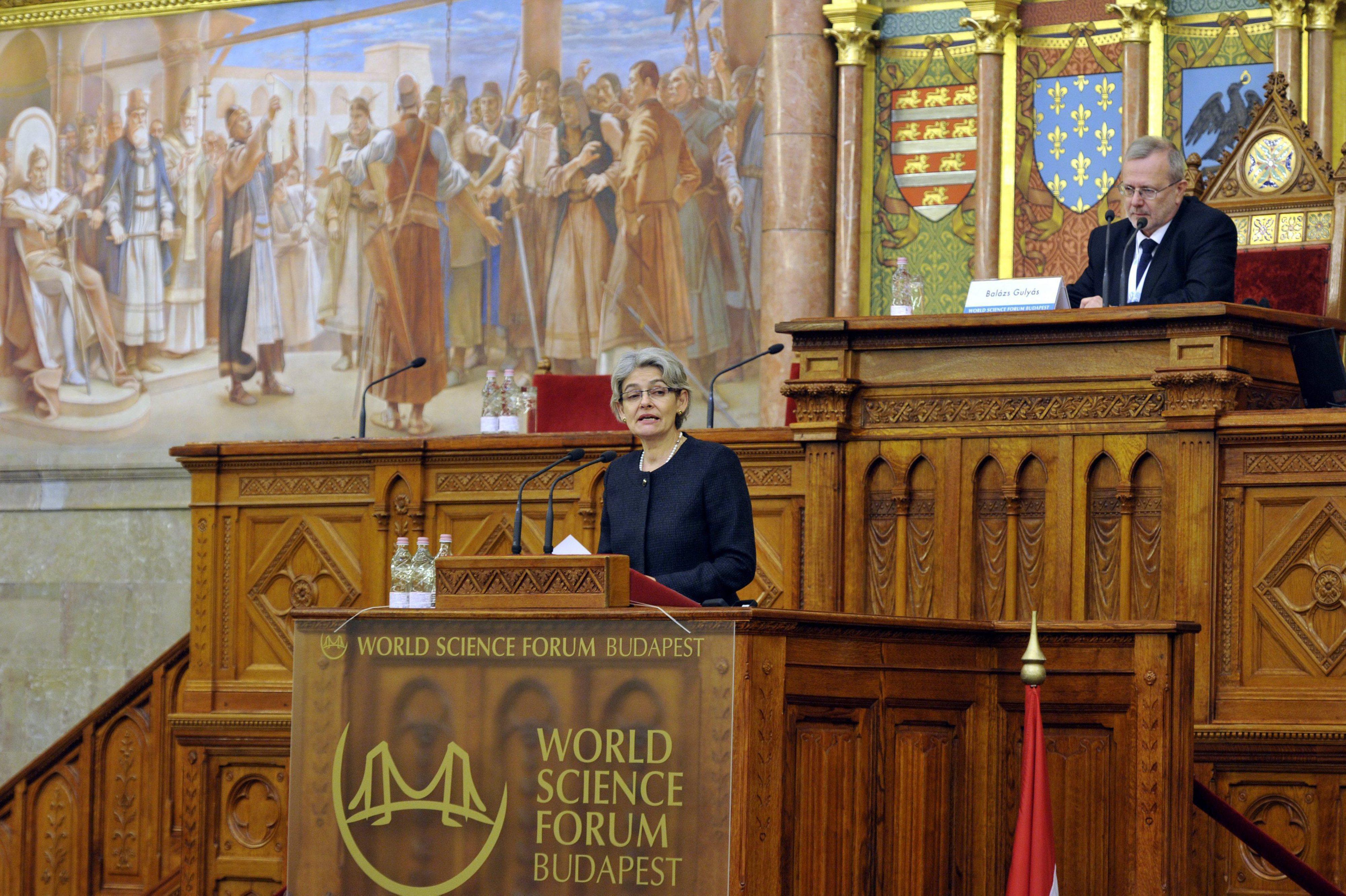 Bulgária anuncia candidatura de Irina Bukova a secretária-geral da ONU