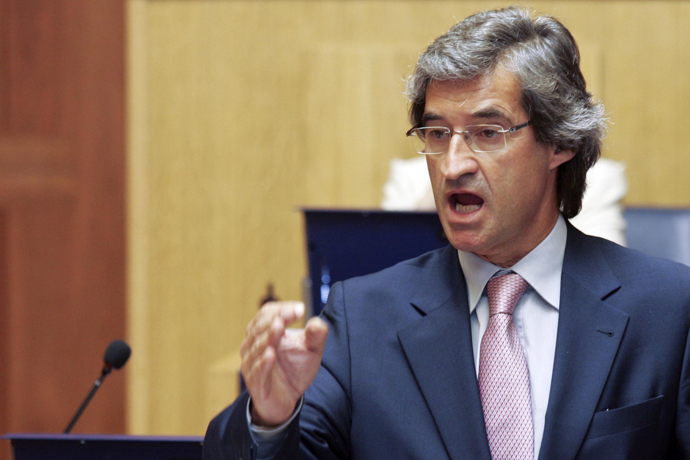 Marcelo condecorou presidente do parlamento da Madeira