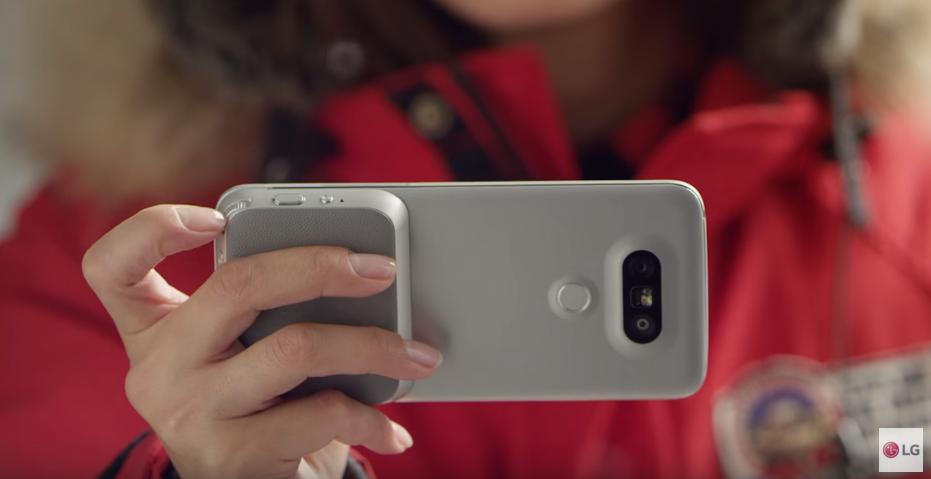 Vendas de smartphones com câmara dupla devem crescer 400% este ano