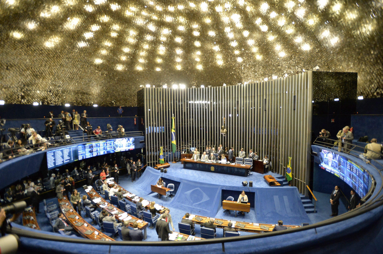 Primeiro dia do julgamento de Dilma marcado por troca de acusações políticas