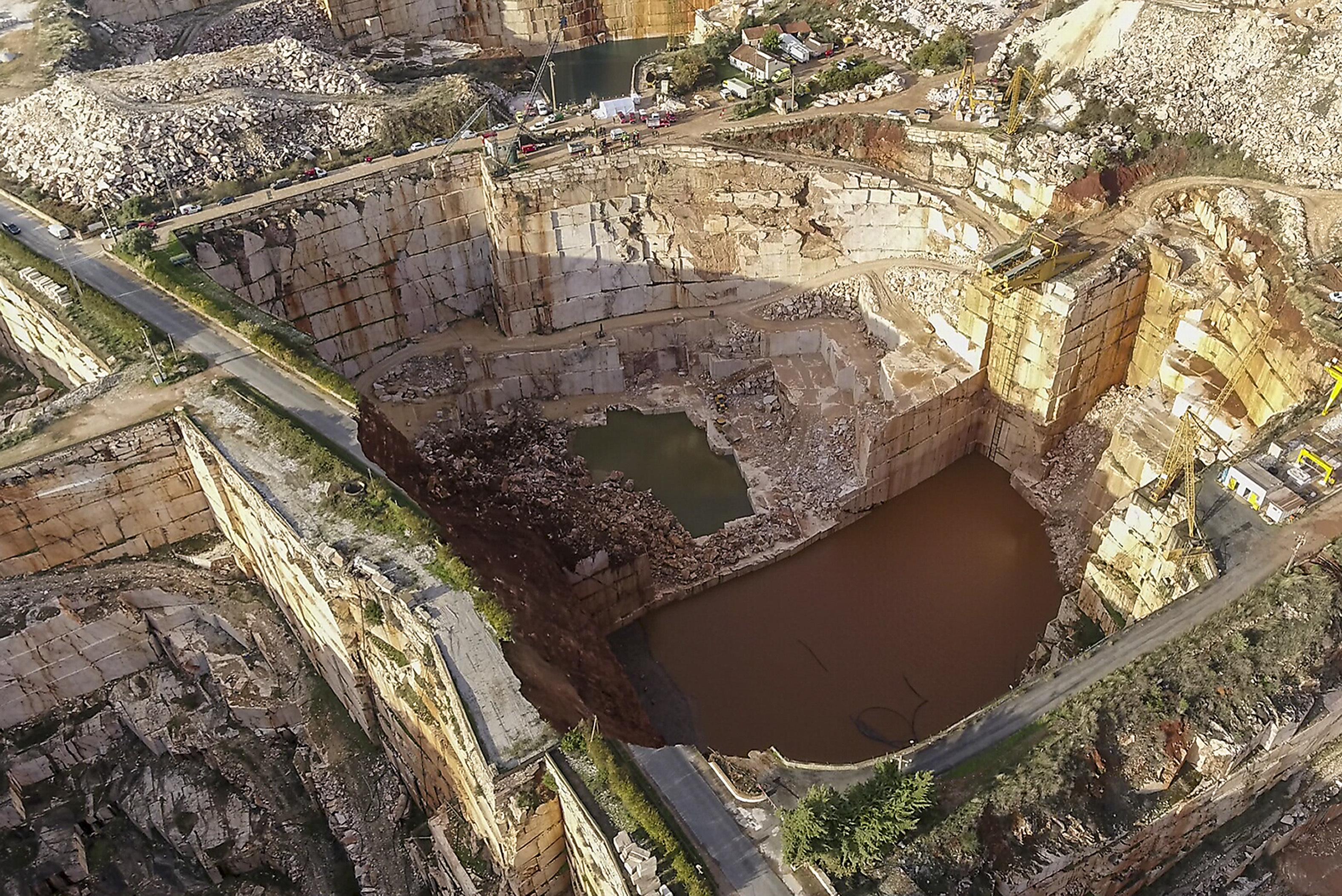 Especialista considera que excesso de água e tipo de solo podem ser a causa do deslizamento em Borba