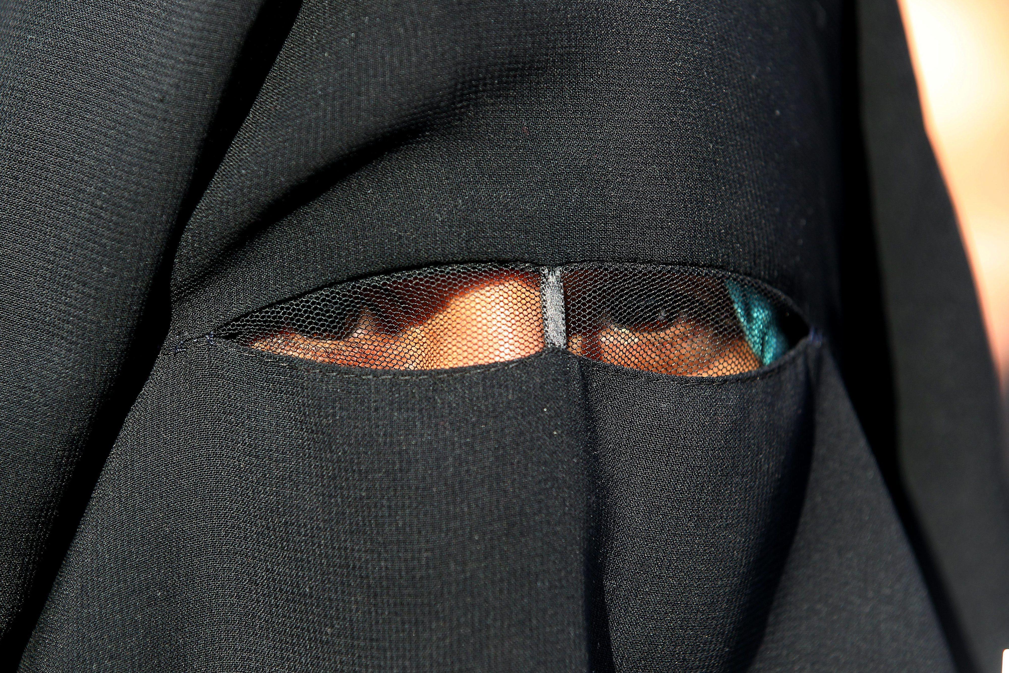 Parlamento austríaco aprova proibição do véu islâmico nas escolas primárias