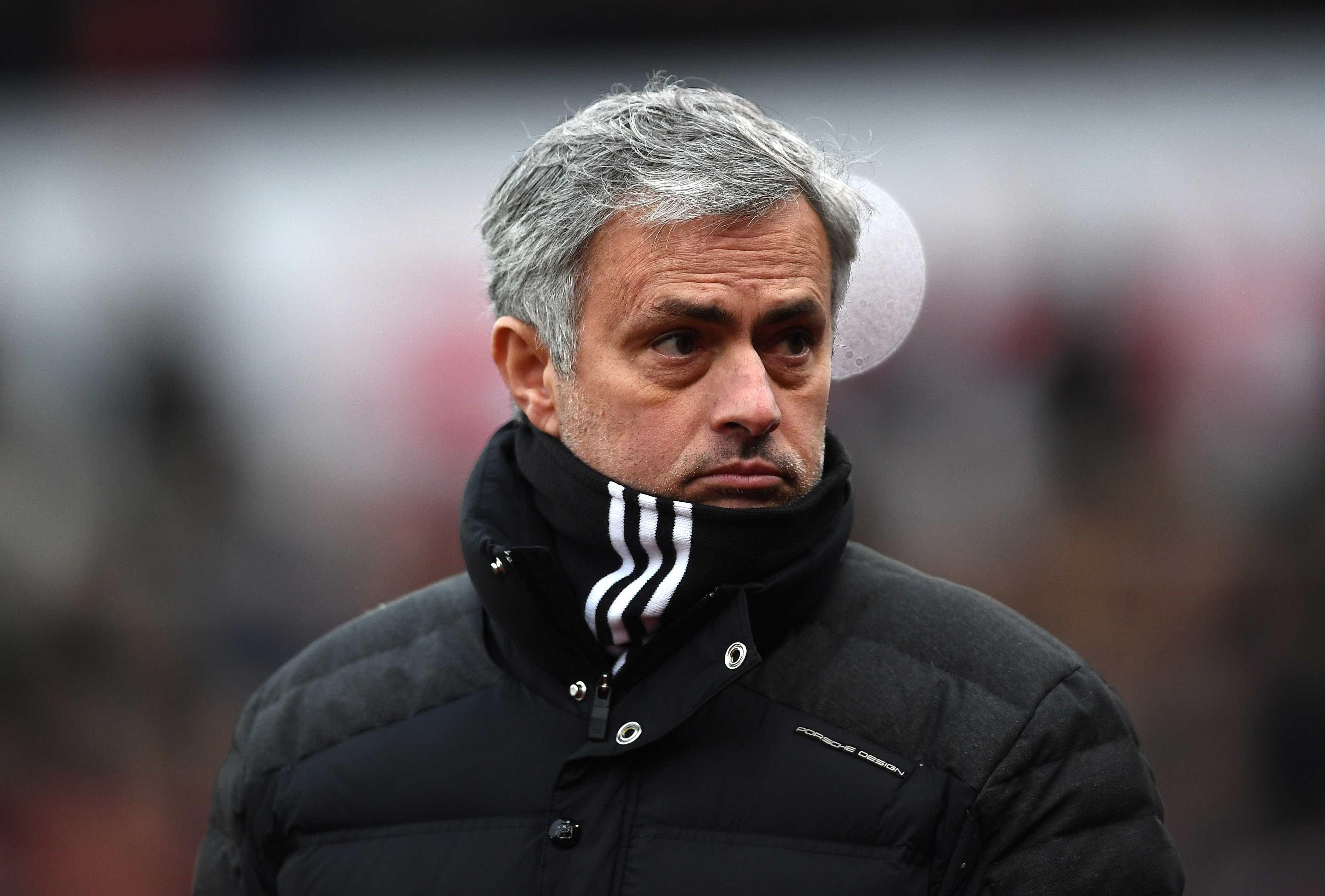 Mourinho nega que planeja deixar United ao fim da temporada