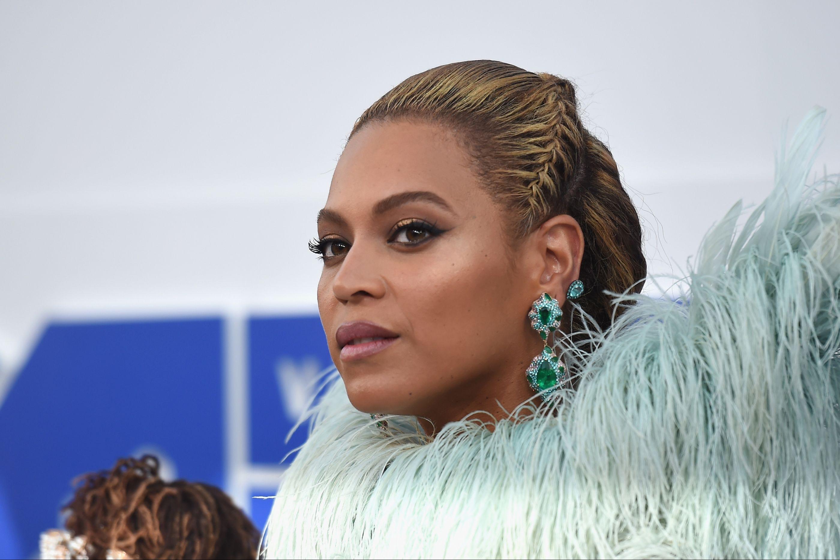 VMA: Beyoncé arrasa em atuação surpresa