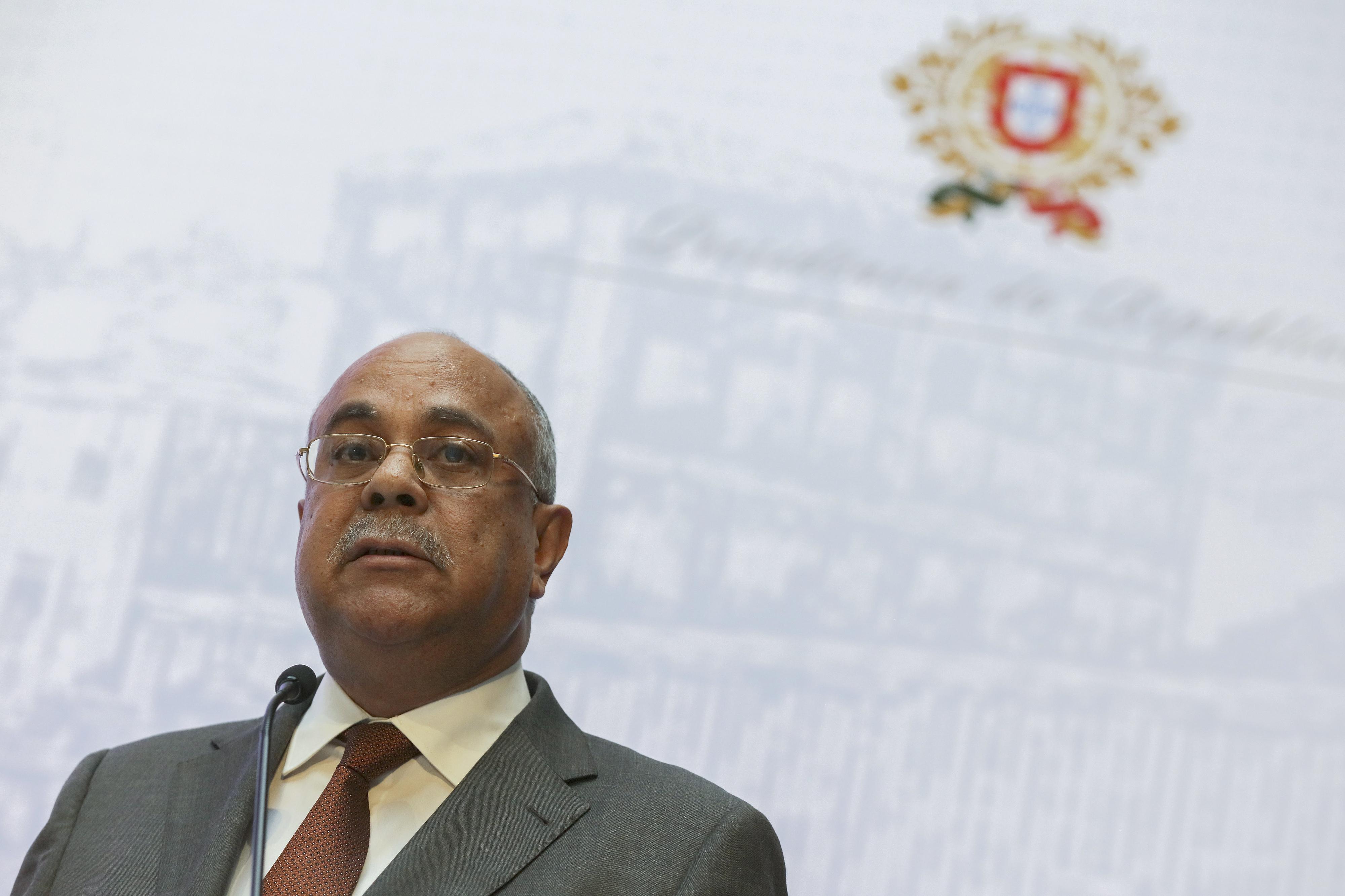 """Ministro angolano fala de """"negociatas"""" em privatizações no Governo anterior"""