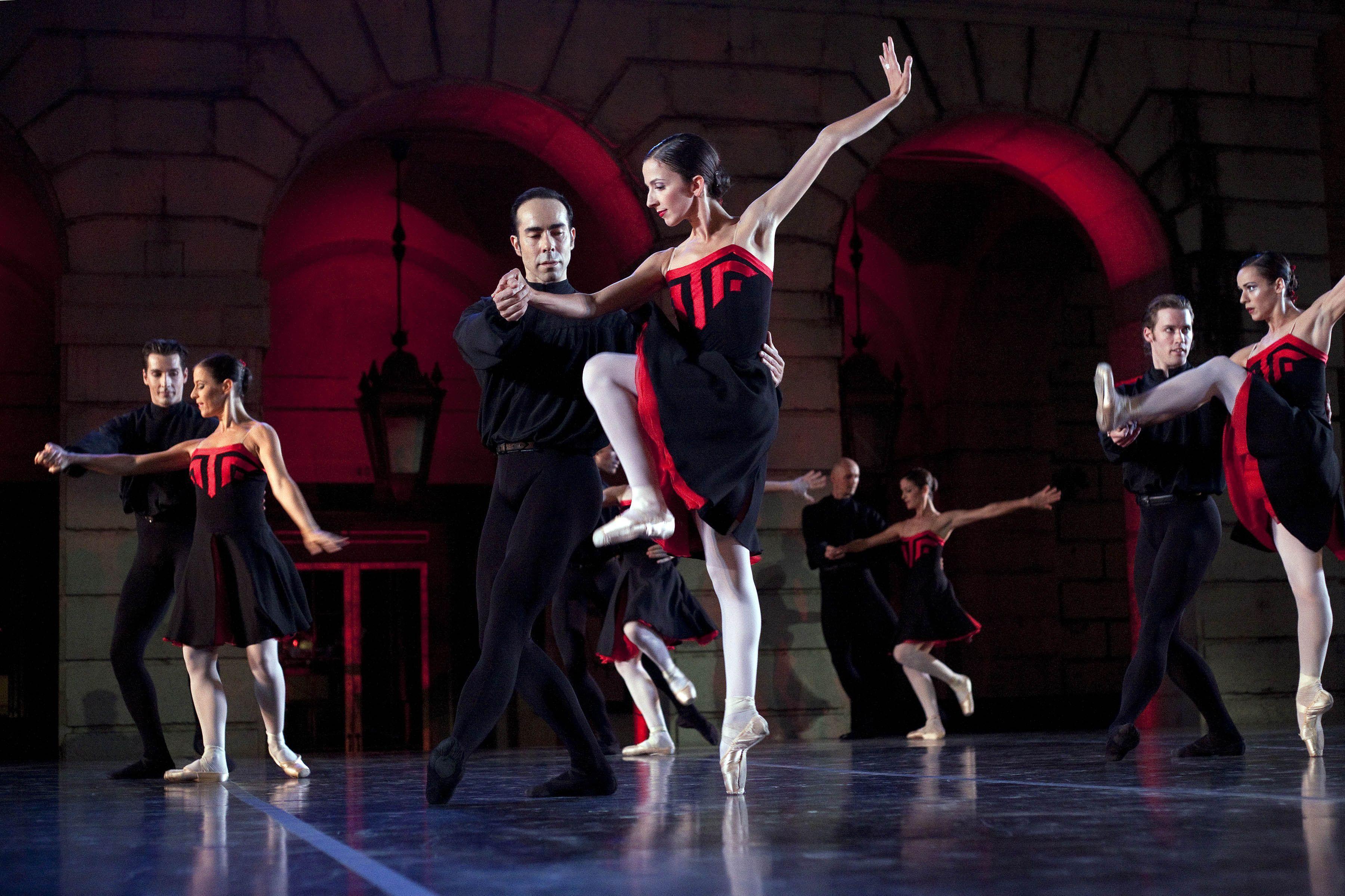 """Companhia Nacional leva a palco o amor e ódio de """"Romeu e Julieta"""""""