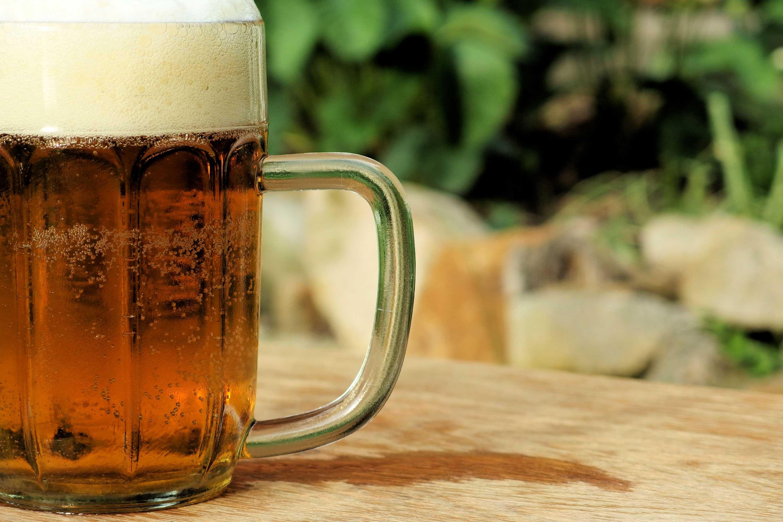 Uma cerveja por dia protege contra algumas doenças cardiovasculares. Mas não todas