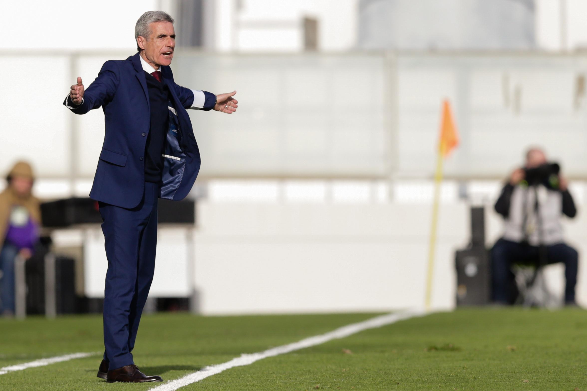 Luís Castro quer regressar às vitórias em casa frente ao Estoril Praia