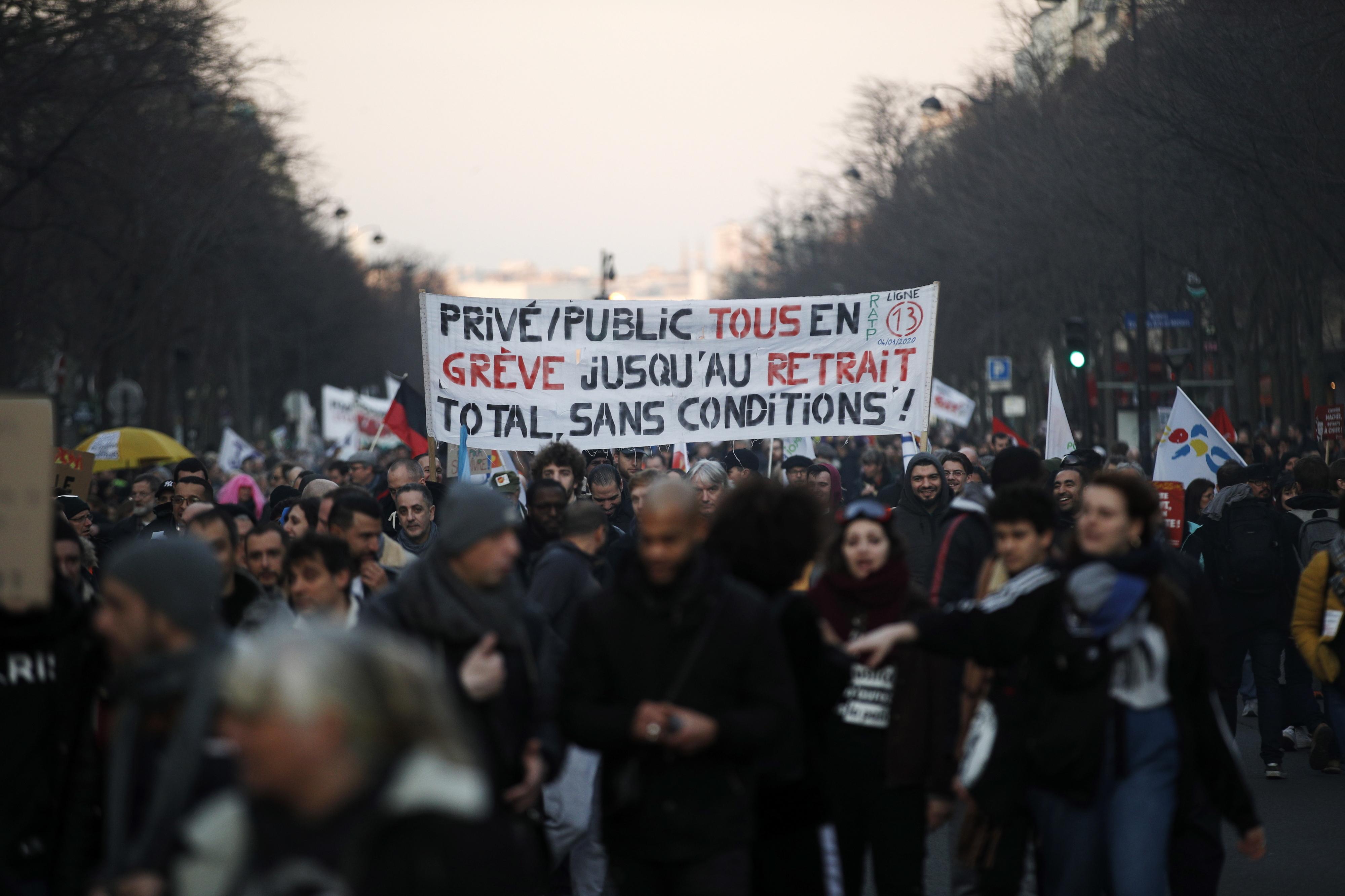 França é hoje novamente palco de greve geral contra reforma das pensões