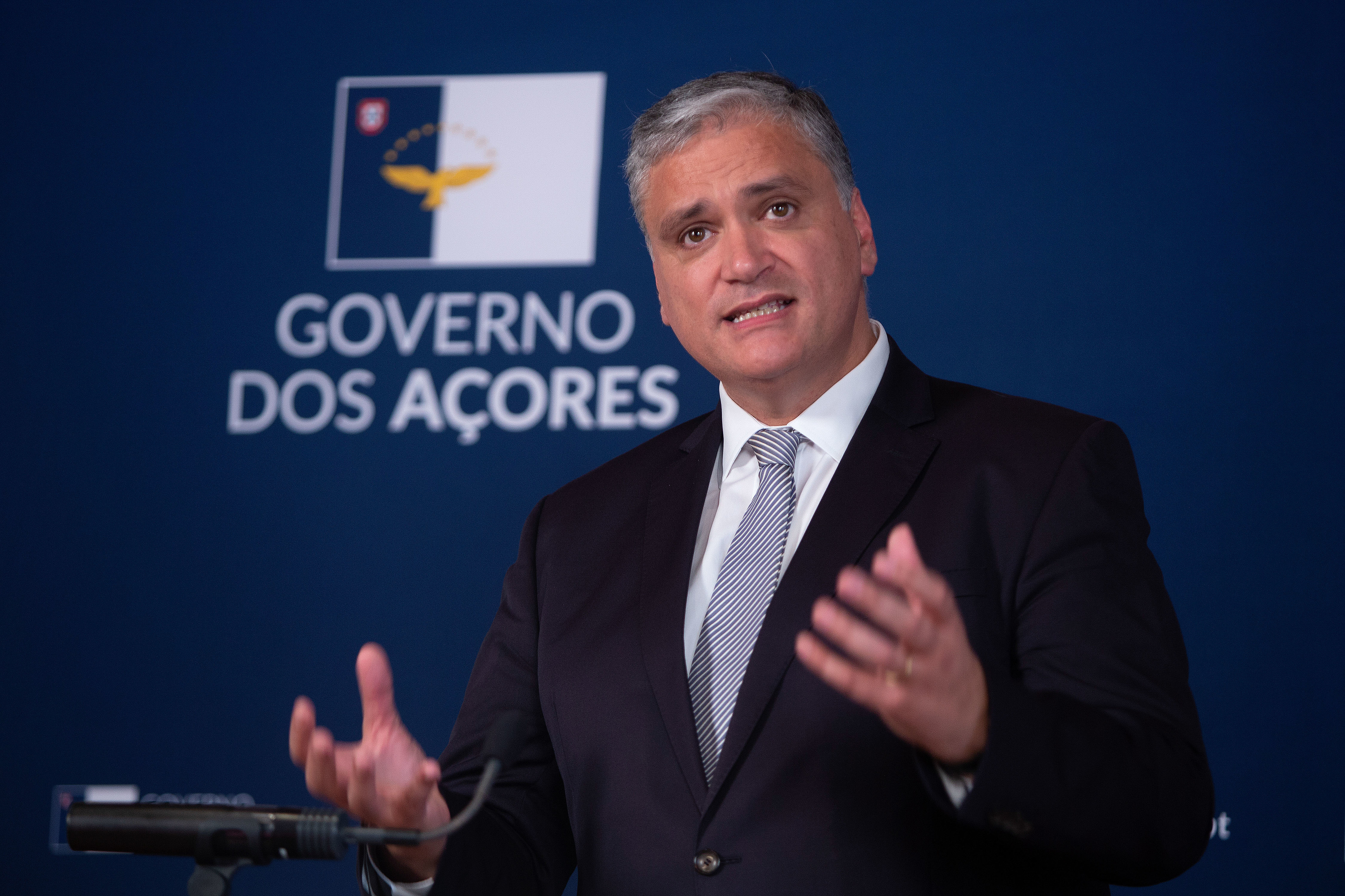 Governo dos Açores formaliza queixa-crime contra doente que viajou para a região