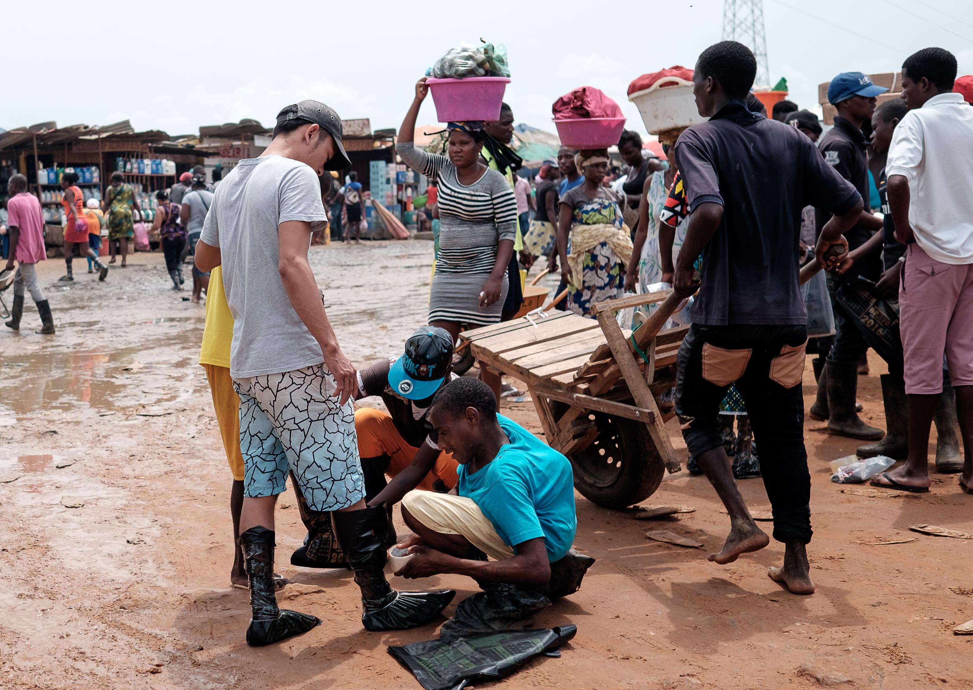 Dólar nas ruas de Luanda volta a subir e chega aos 500 kwanzas