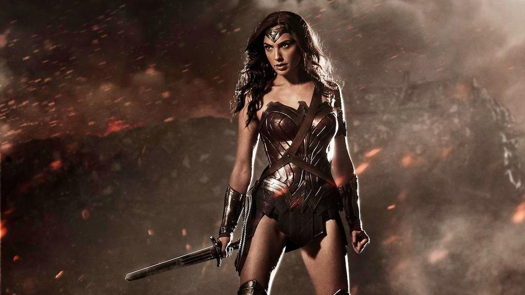 """Atriz de """"Mulher Maravilha"""" causa sensação ao partilhar primeiro poster do filme"""
