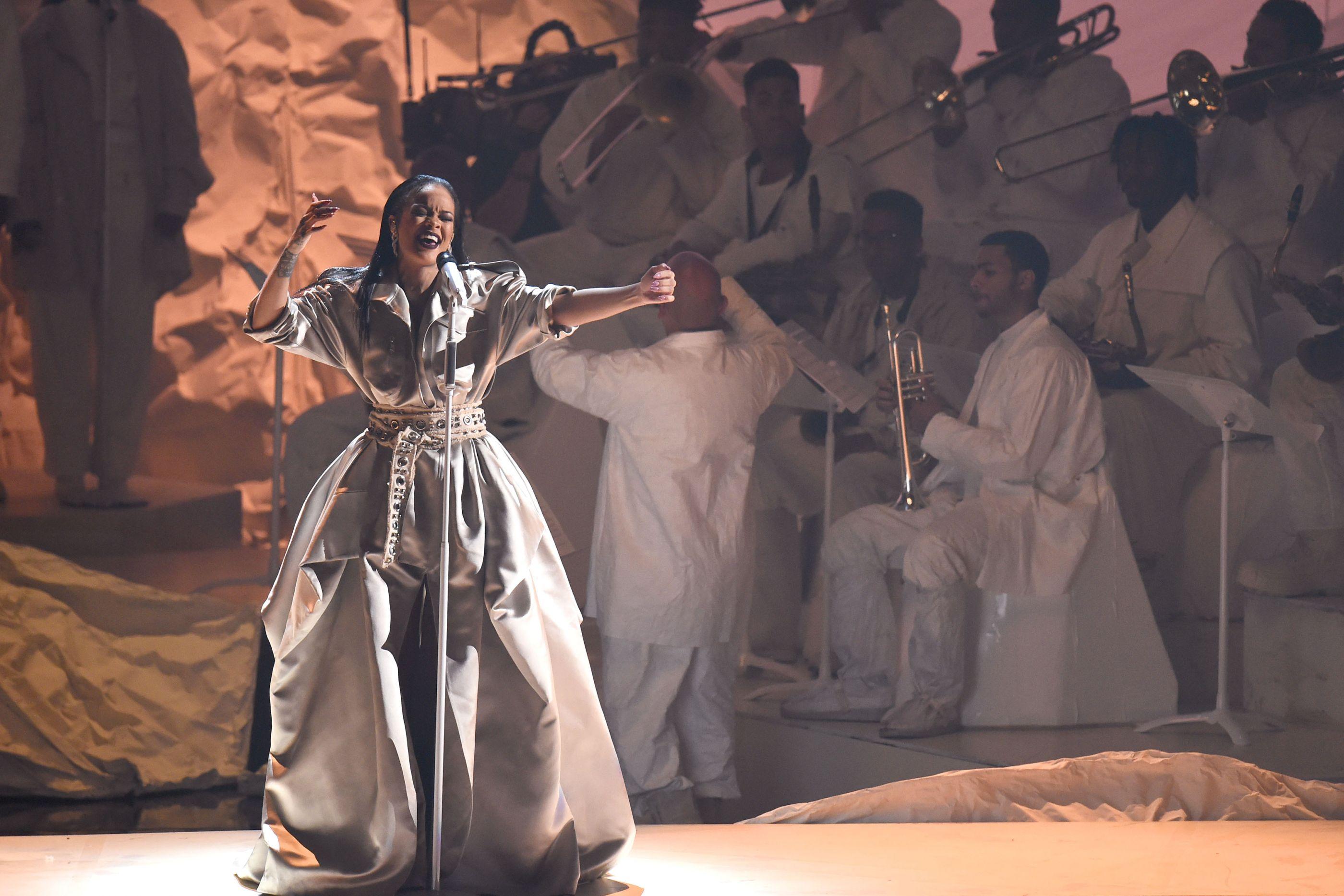 Rihanna interpreta grandes sucessos nos VMA. Recorde!