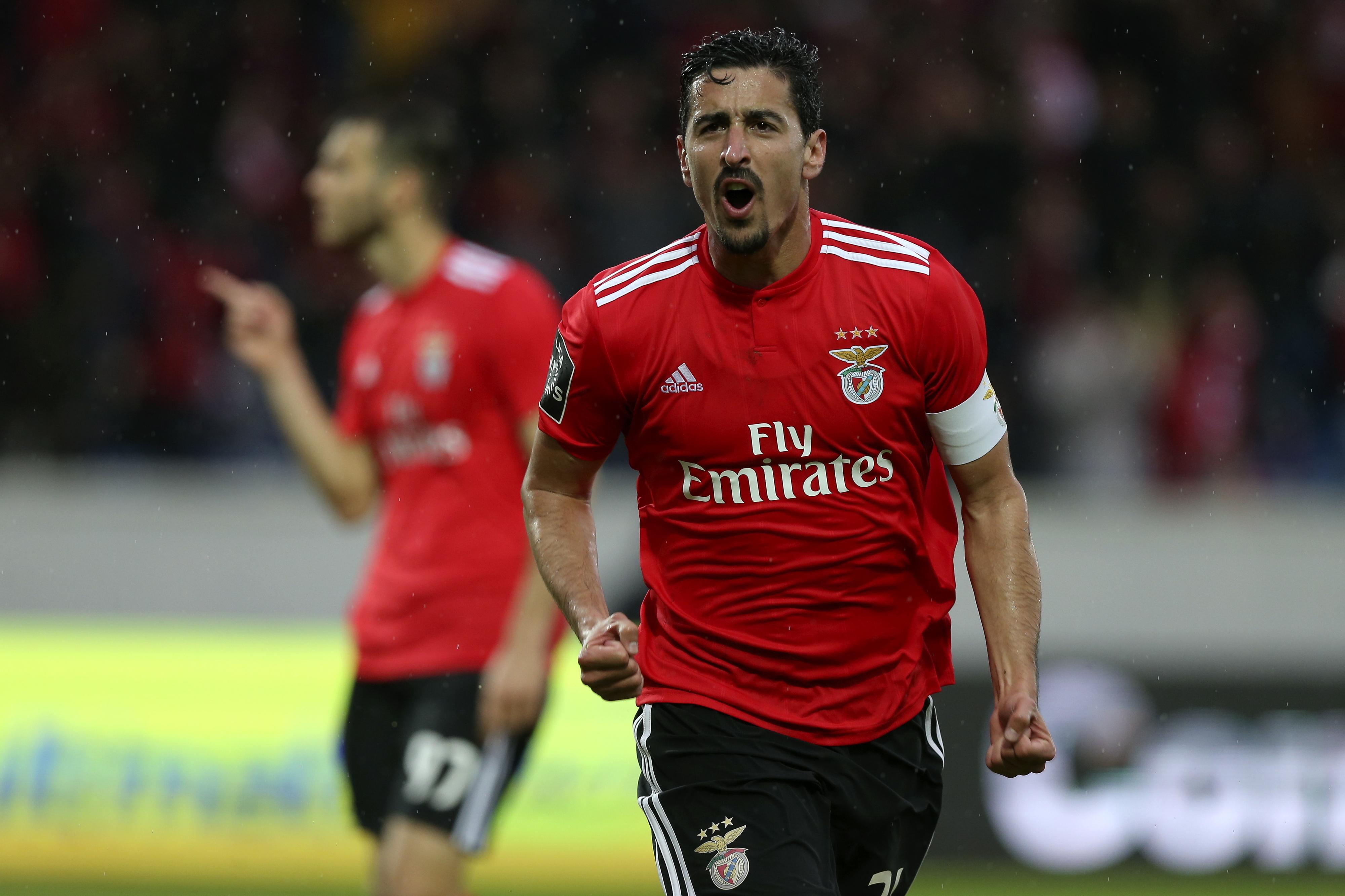 André Almeida regressa aos convocados do Benfica em dia de jogo com FC Porto