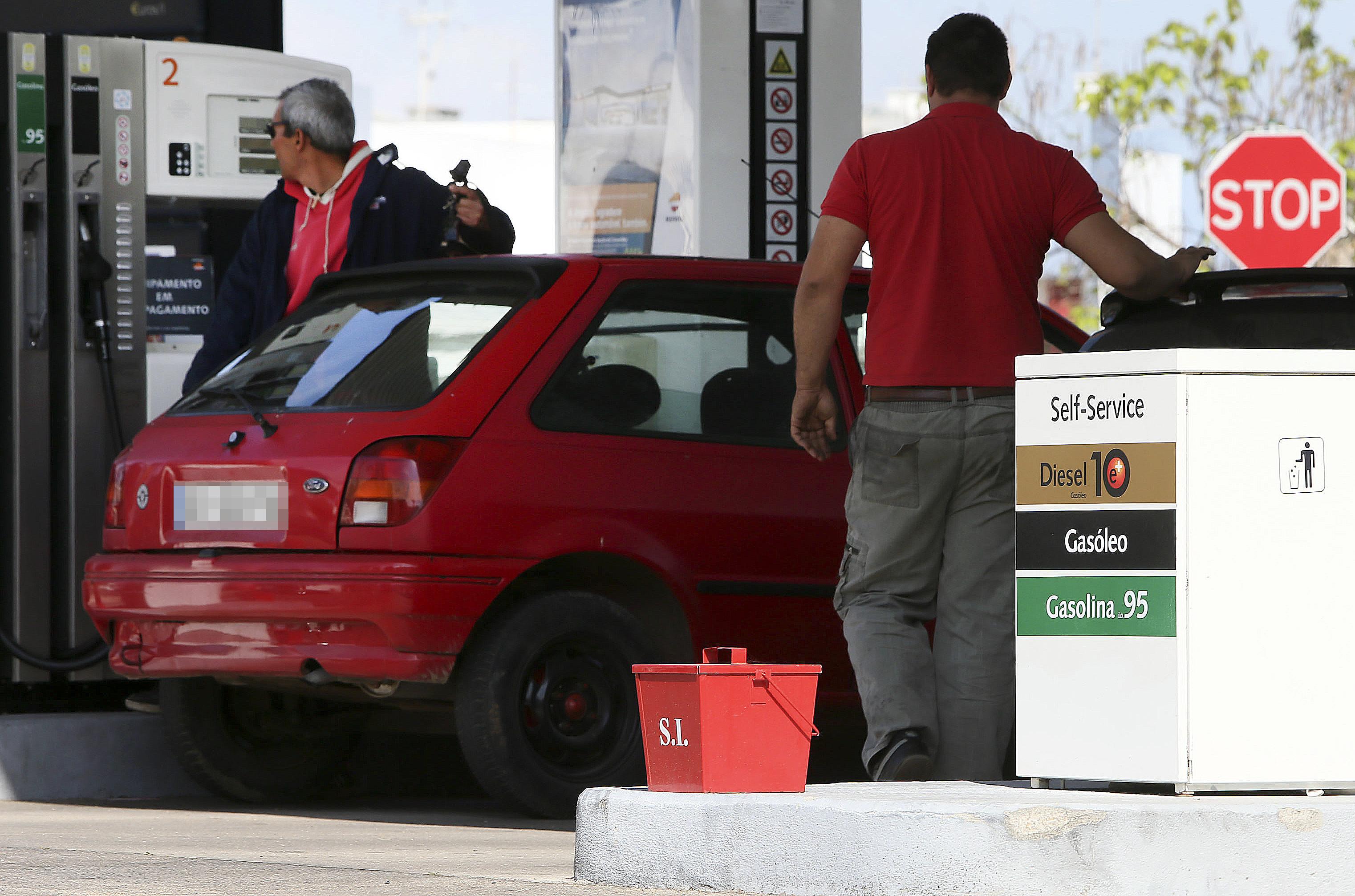 Mais de dois terços do combustível vendido é simples - ENMC