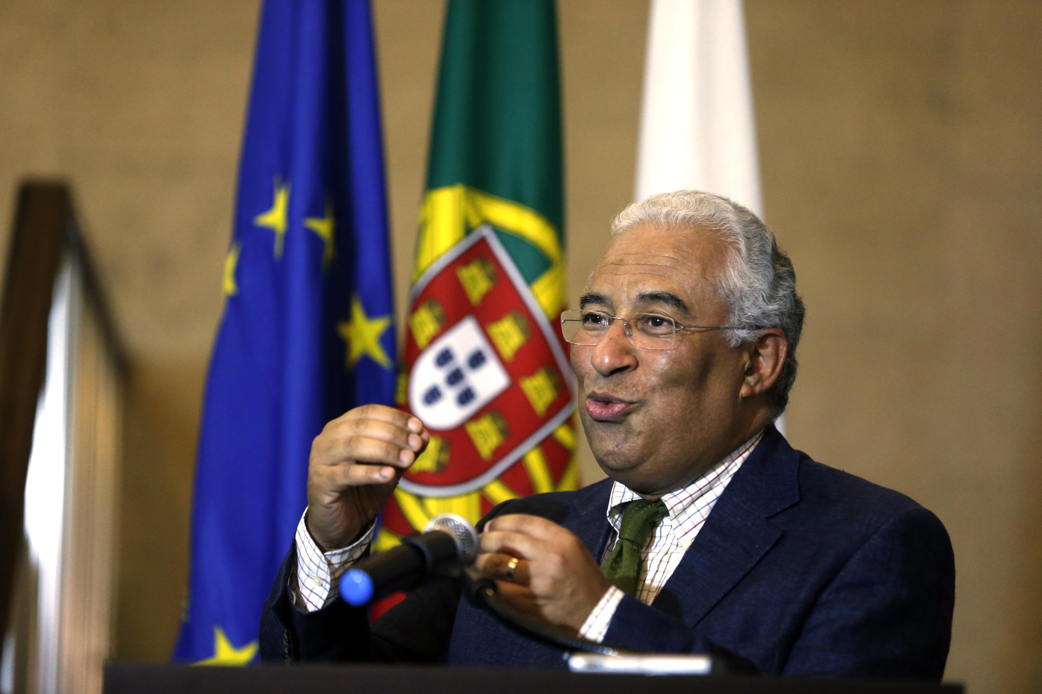 Costa remete polémica das declarações de rendimentos para gestores da CGD e Tribunal Constitucional