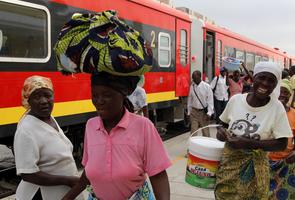O Caminho de Ferro de Benguela liga o Porto de Lobito aos paises da Àfrica Central