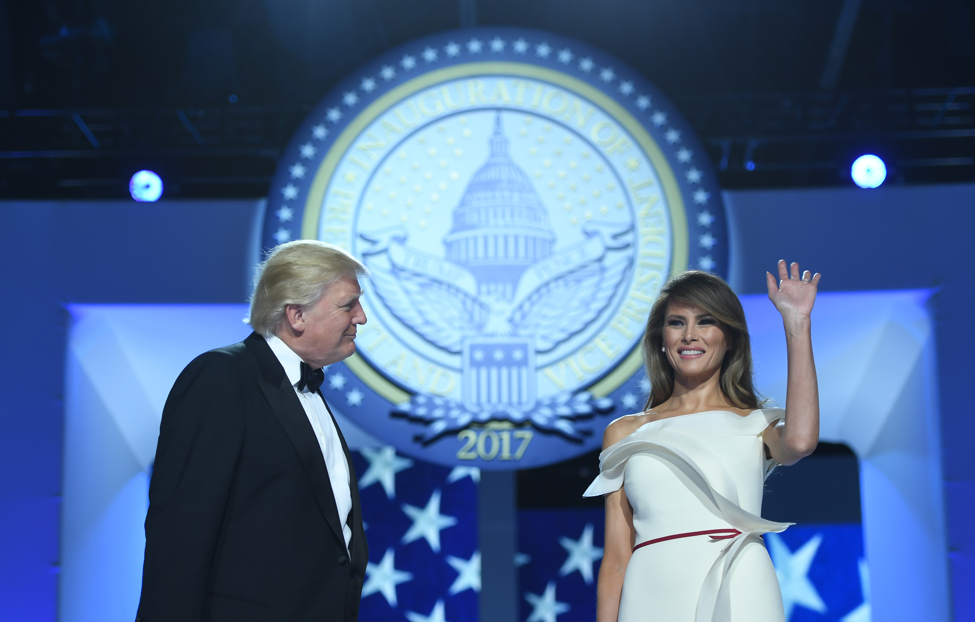 Após polémica com Melania, Casa Branca corrige biografia da primeira-dama