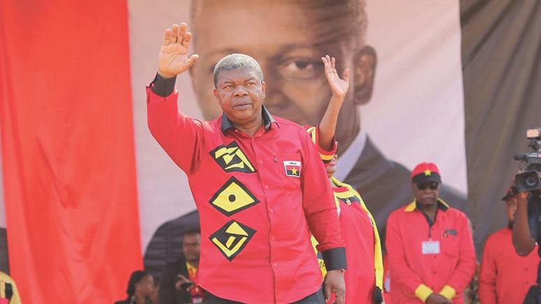 João Lourenço chega ao poder de Angola com desafios pela frente