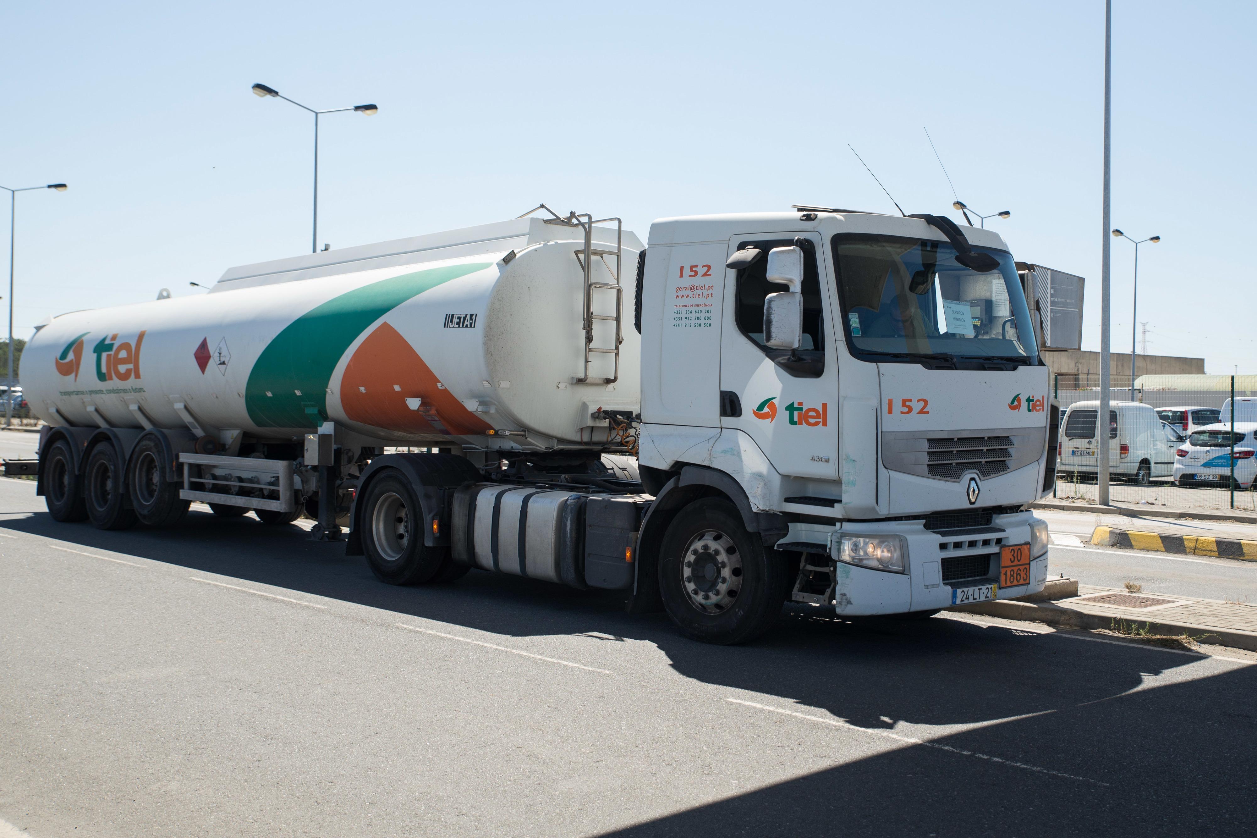 Sindicato Nacional dos Motoristas de Matérias Perigosas admite suspender greve