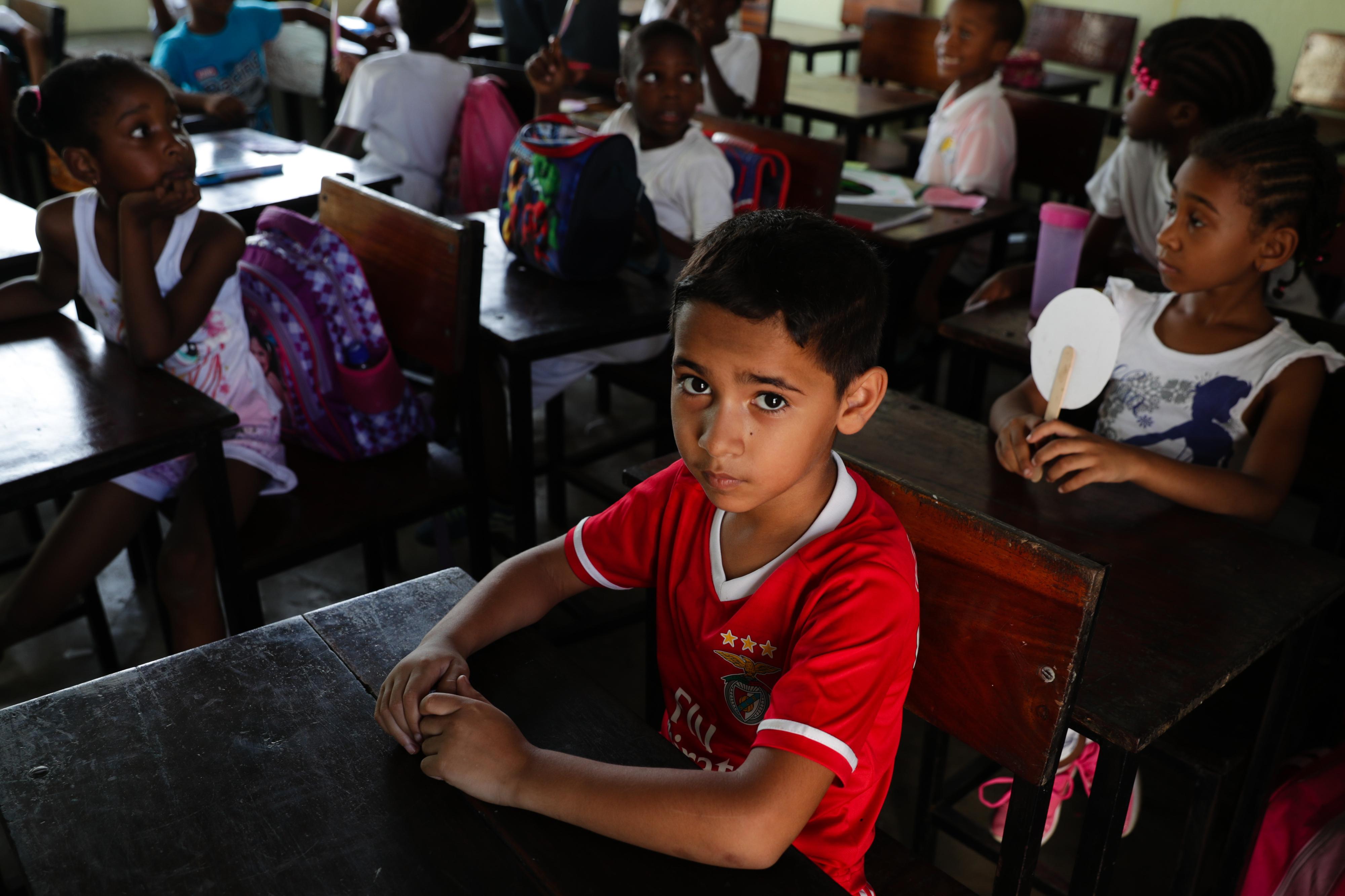 Jovens vítimas de regressão no investimento em África na educação e formação
