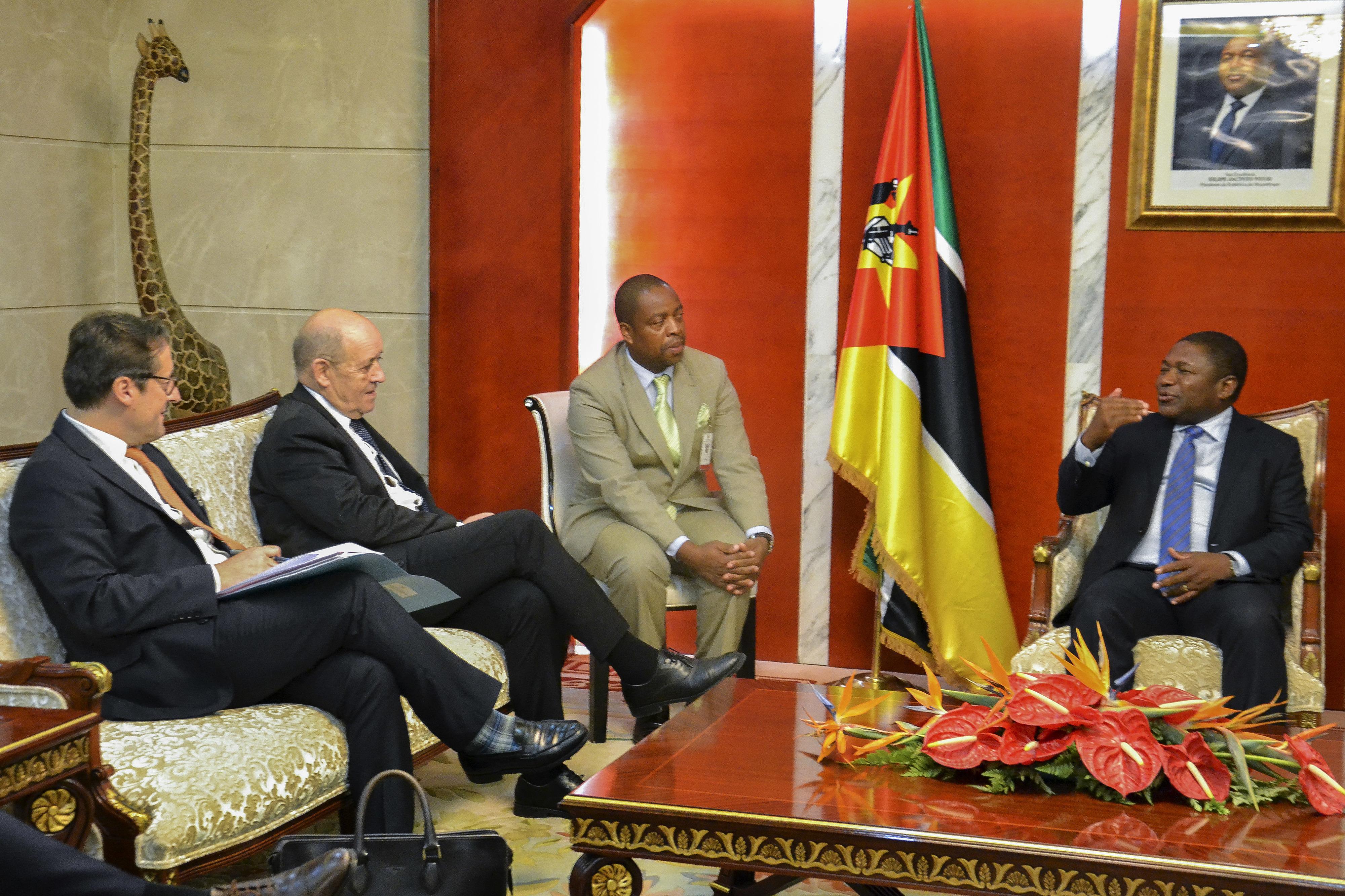 """França quer tratar segurança marítima com Moçambique """"numa lógica de vizinhos"""""""