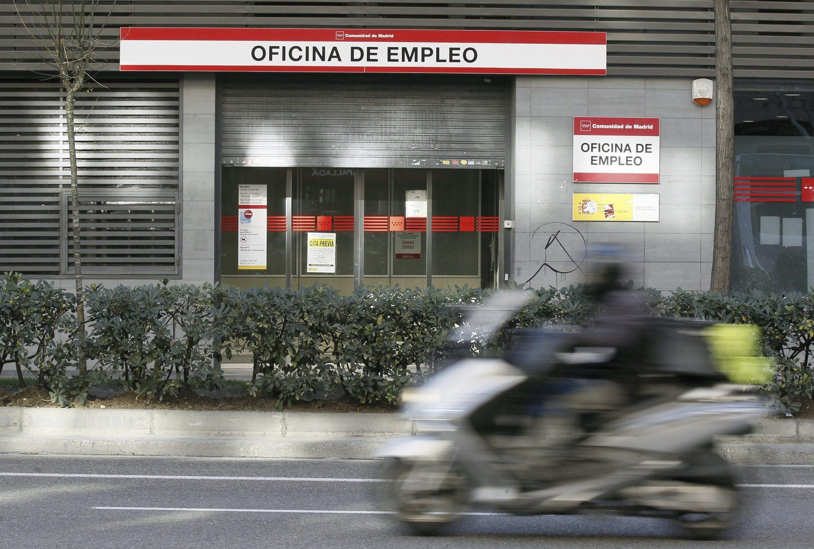 Taxa de desemprego em Espanha sobe ligeiramente para 14,7%