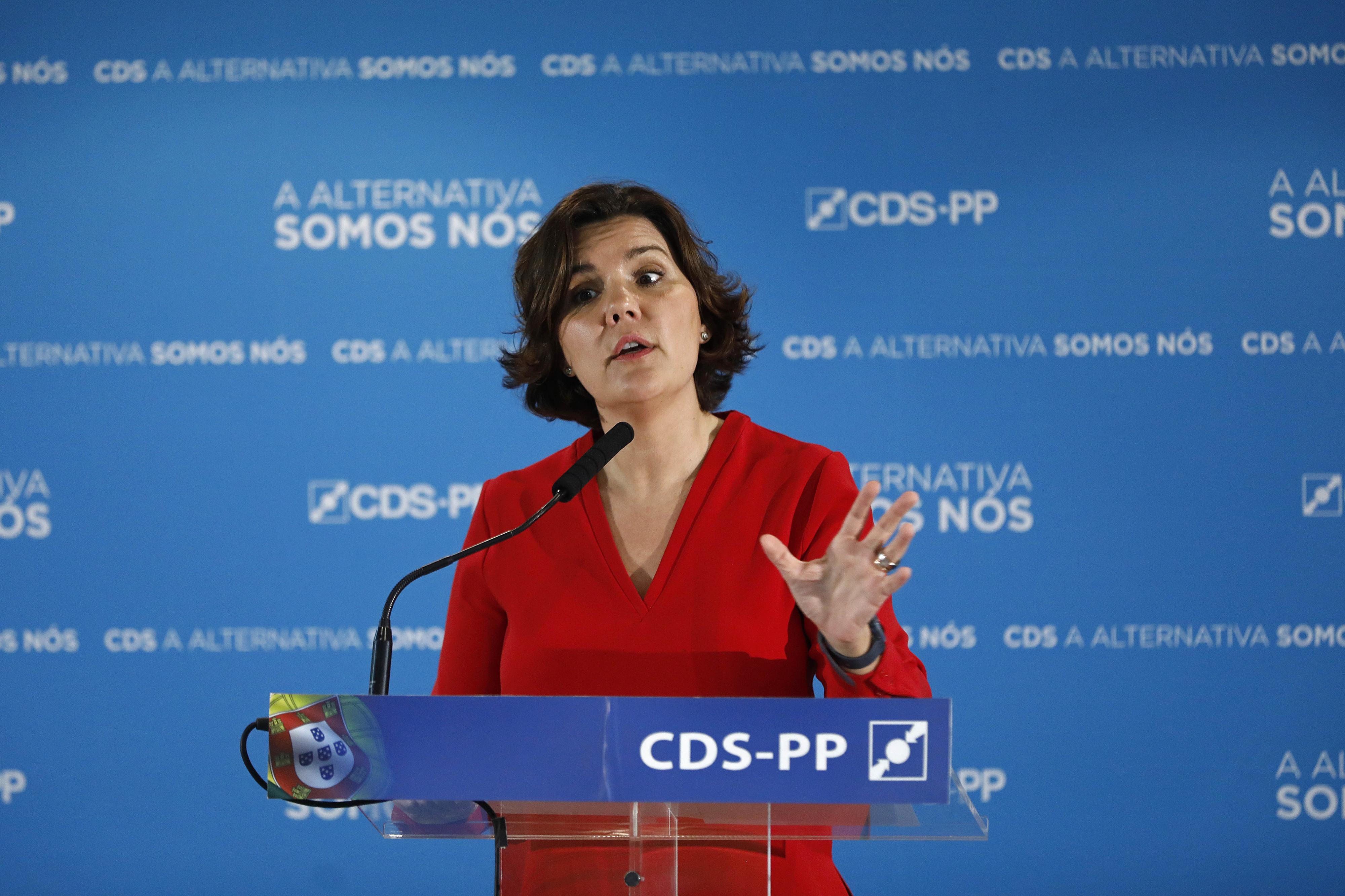 "Cristas acusa Costa de falta de caráter e de ""virar portugueses contra portugueses"""