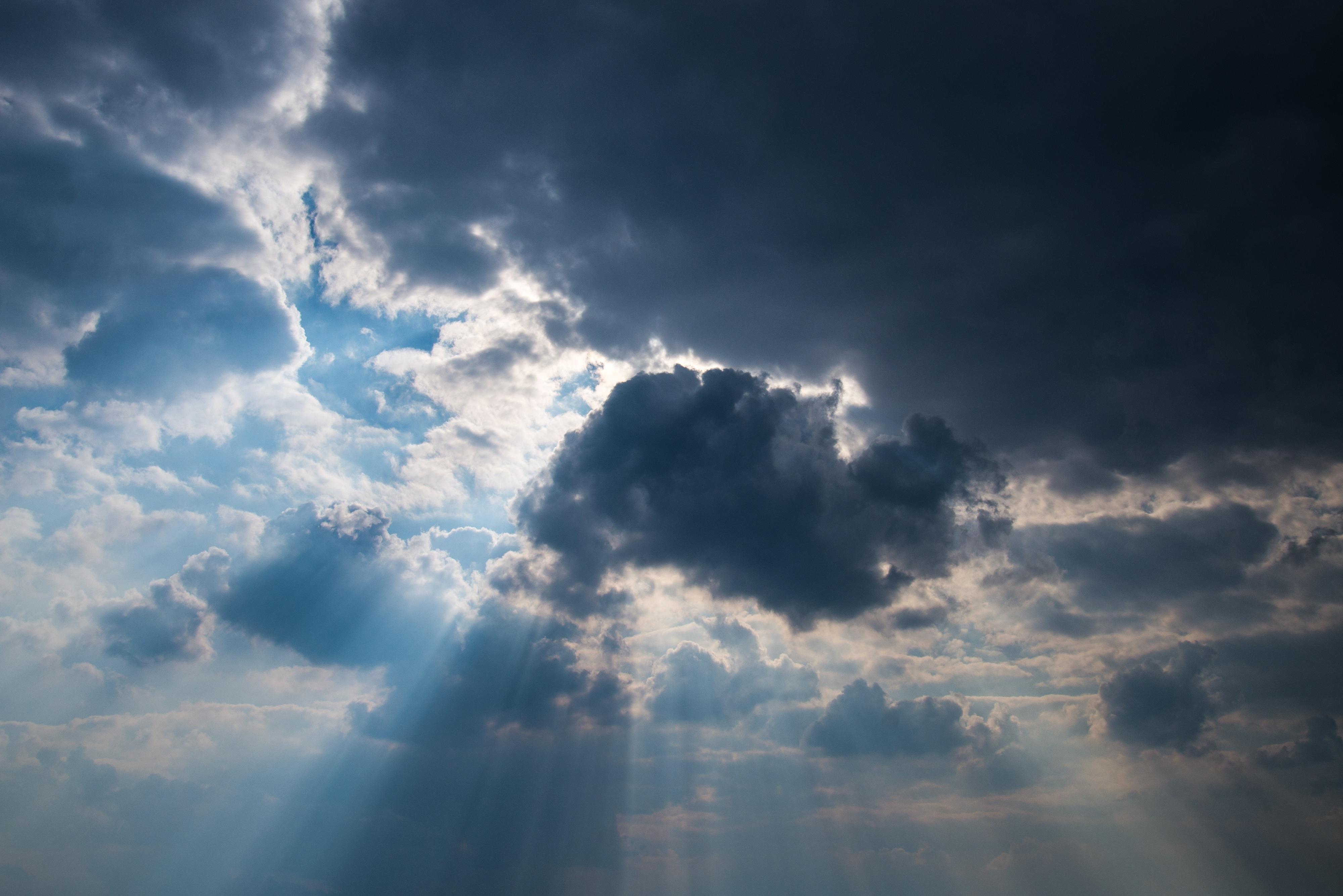 Quarta-feira com chuva e nova descida das temperaturas. Mas sol mantém-se perigoso