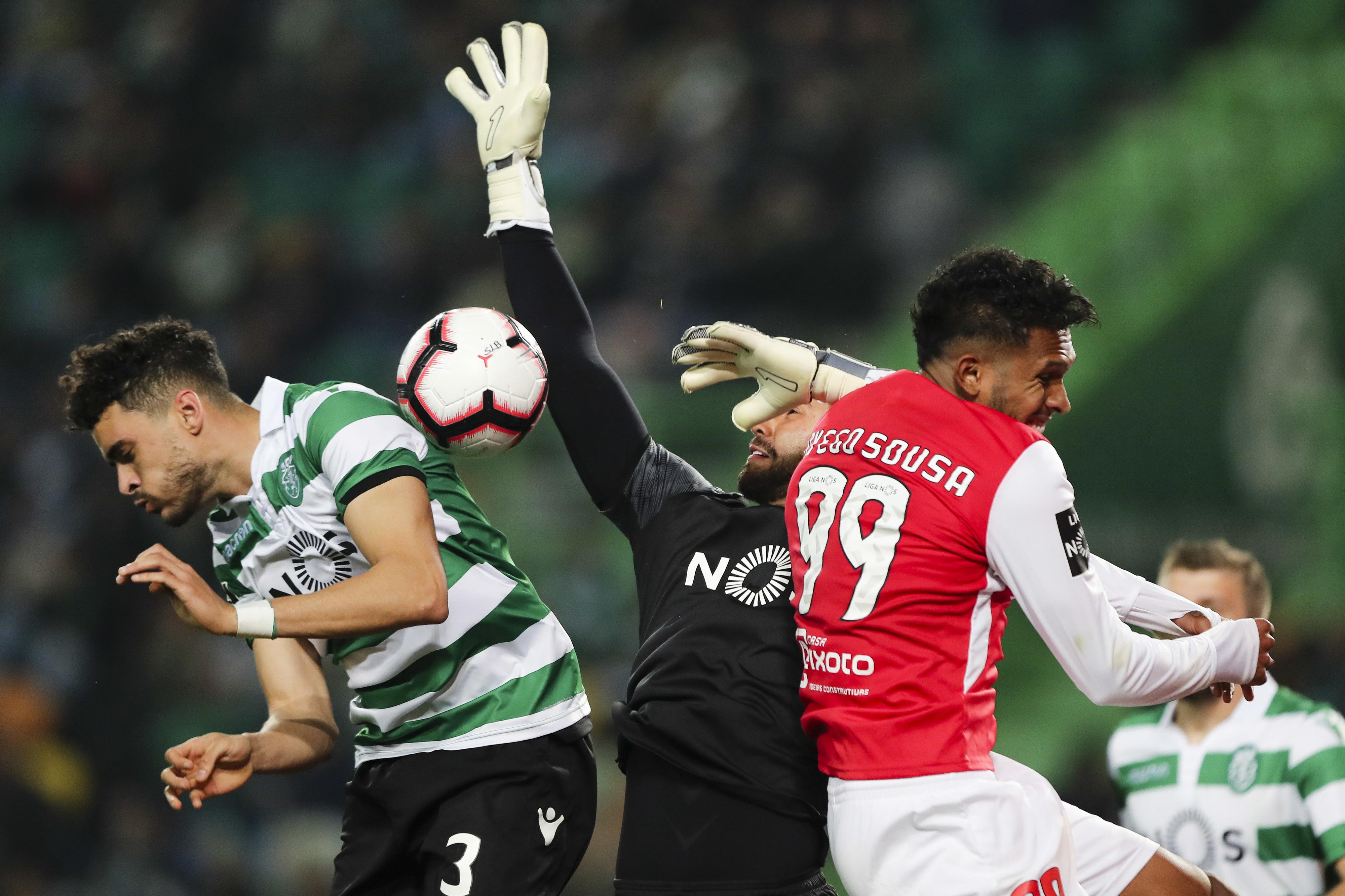 Sporting vence Braga por 3-0 e impede minhotos de ultrapassarem o Benfica