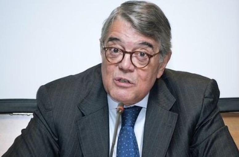 """Ex-chefe da diplomacia portuguesa pede """"bom senso"""" no processo a vice-PR angolano"""