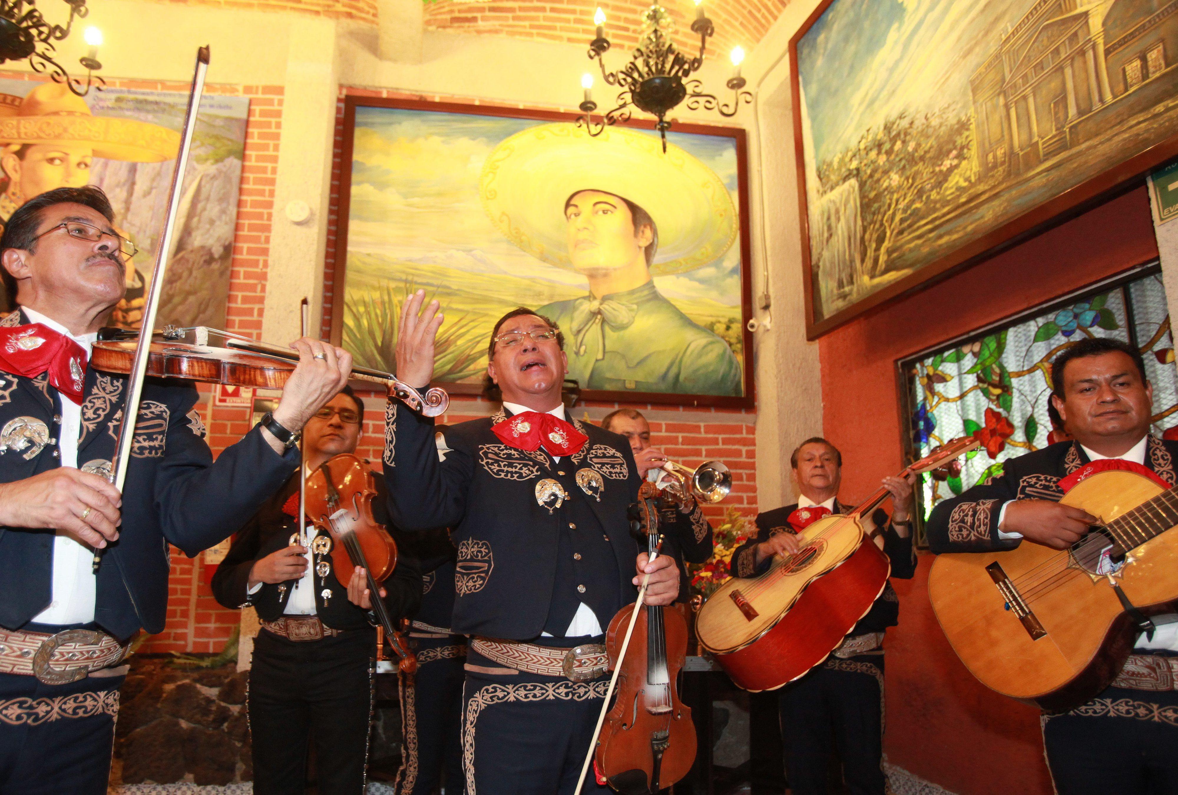 Músico mexicano Juan Gabriel morreu aos 66 anos