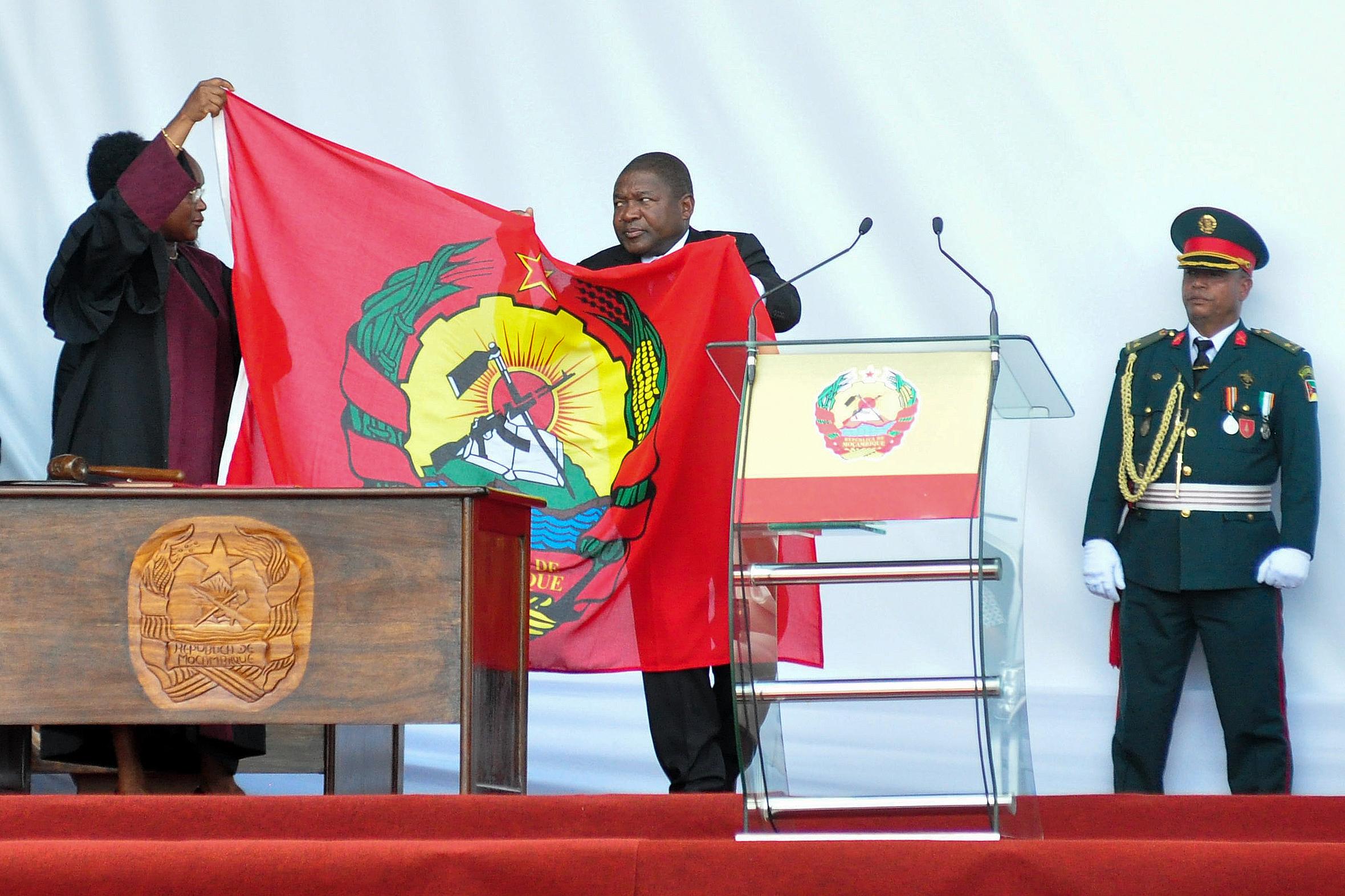 """Presidente moçambicano avisa novo Governo que não vai aceitar """"desculpas"""""""