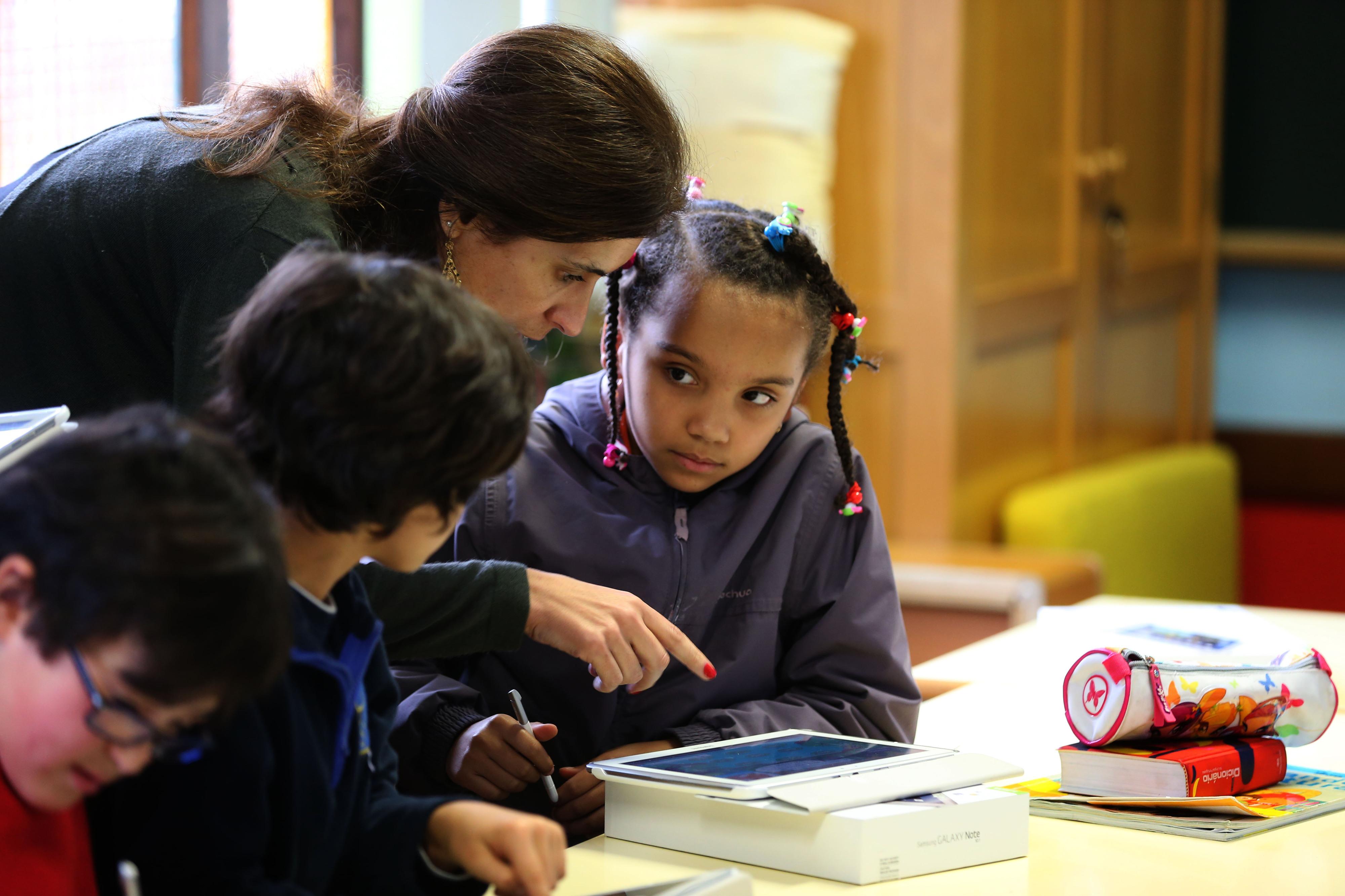 PCP propõe vinculação automática para docentes com três contratos anuais
