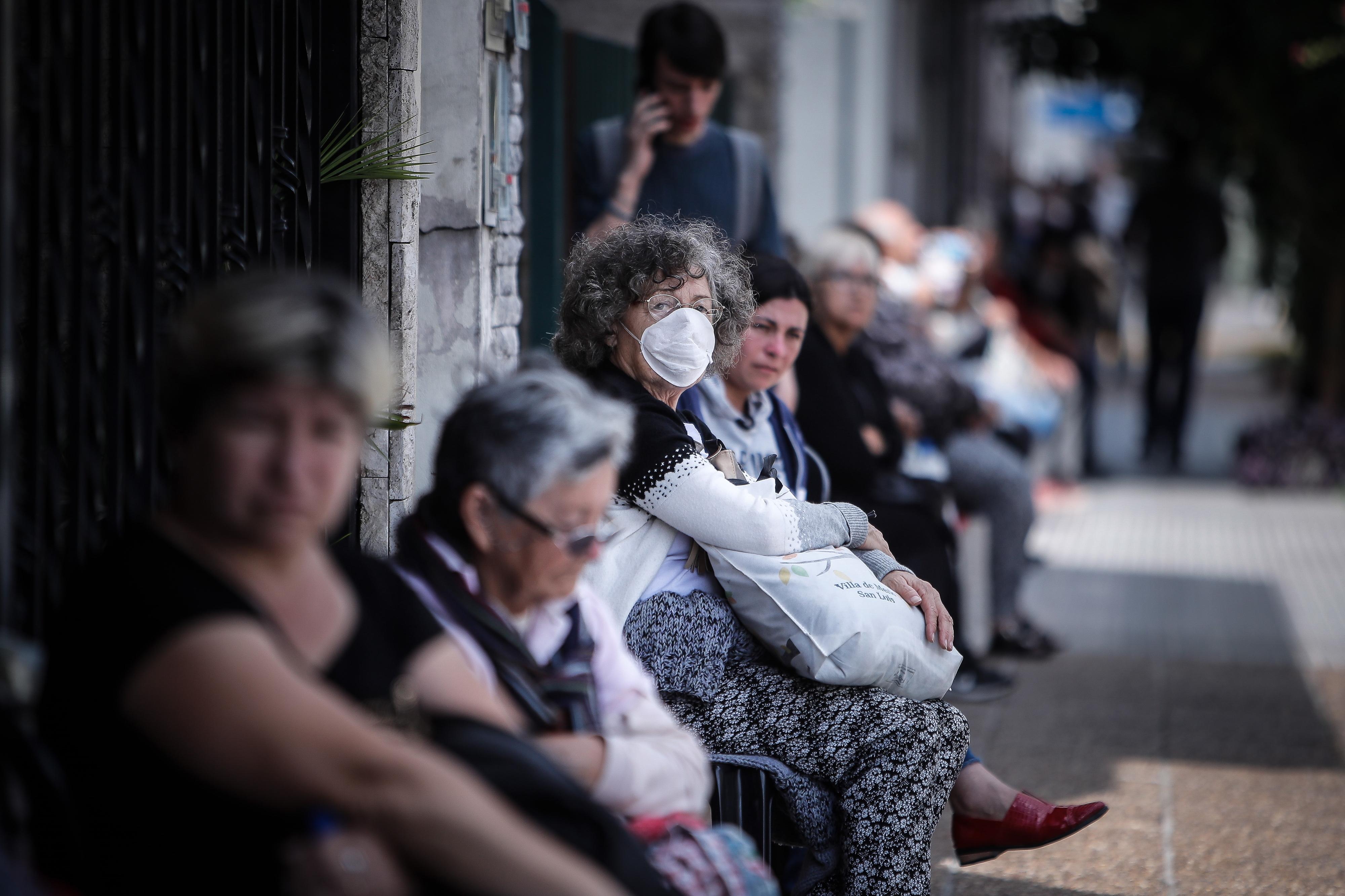 """Semelhanças com """"gripe espanhola"""" começam e acabam na pneumonia"""