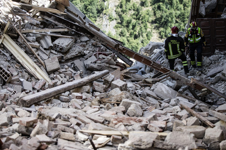 Sismo da madrugada de quarta-feira em Itália matou 250 pessoas - novo balanço